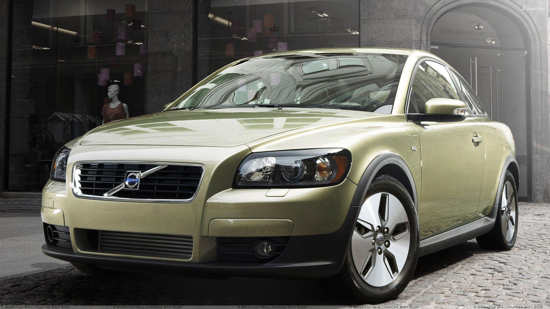 2010 Volvo C30 In Green Front Pose Wallpaper