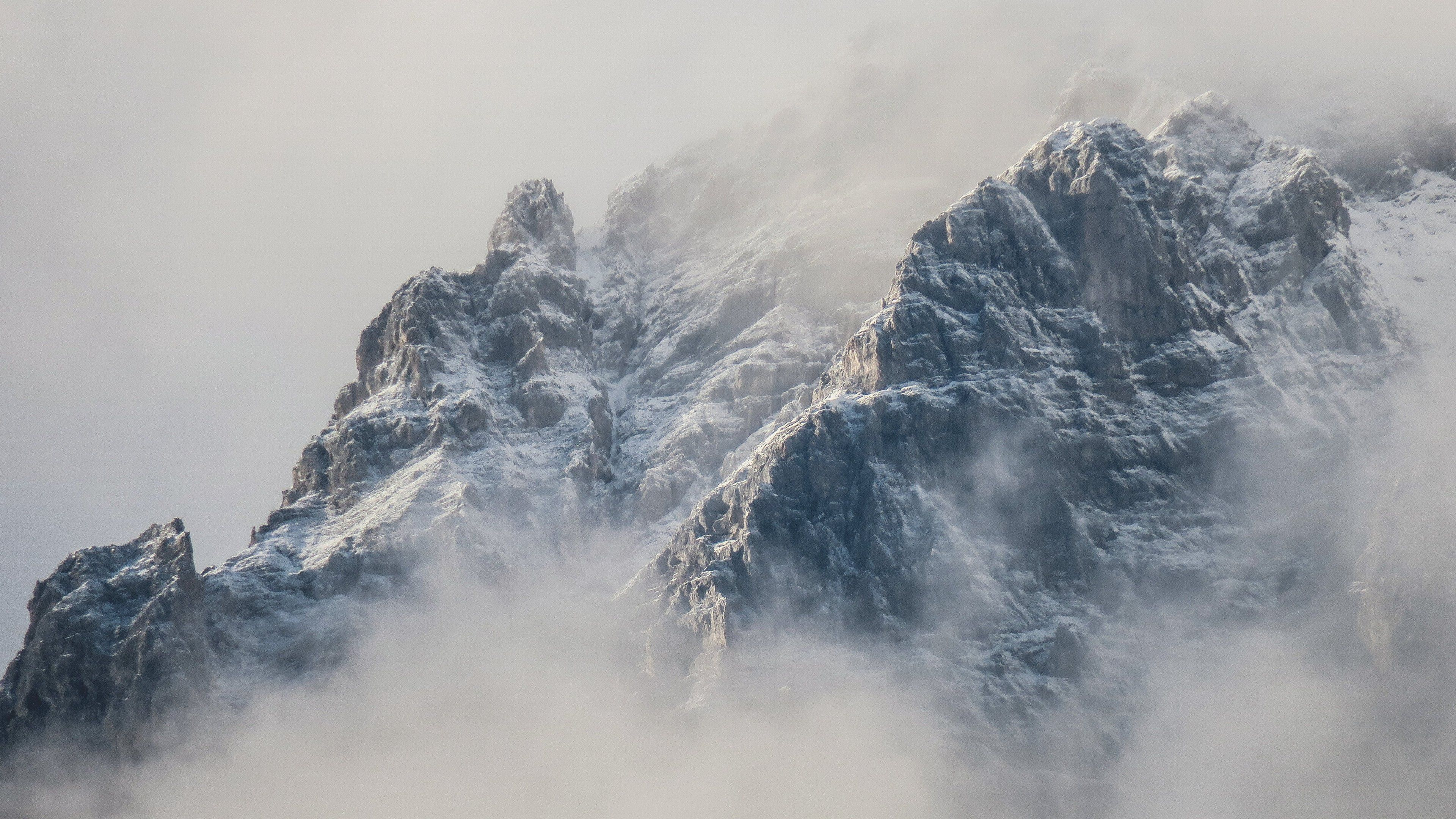 Mountains in Fog Wallpapers