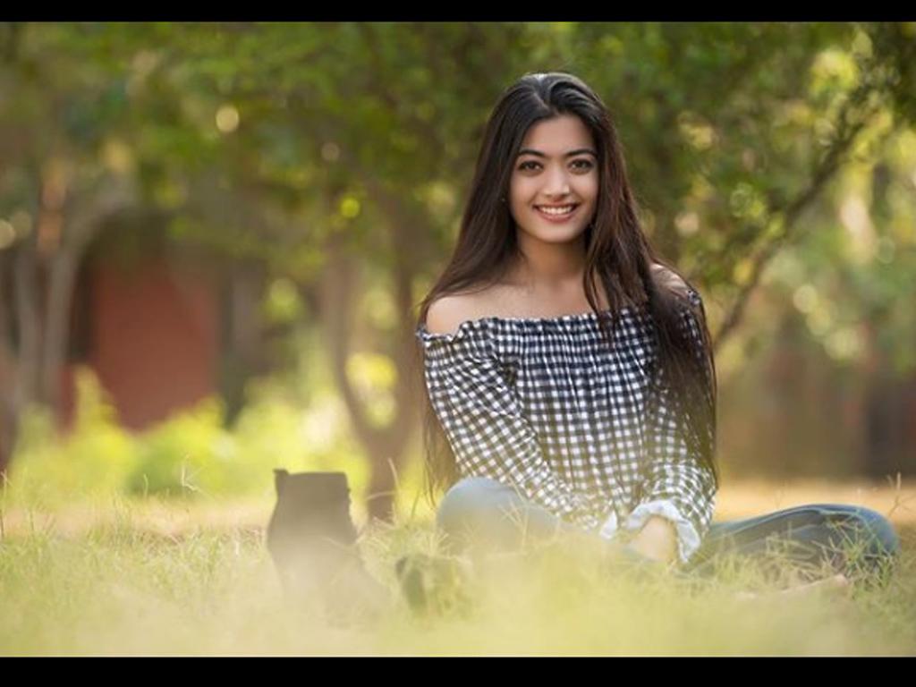Rashmika Mandanna HQ Wallpapers