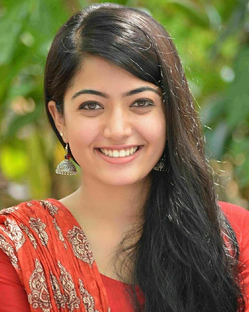Rashmika Mandanna New Beautiful Photos