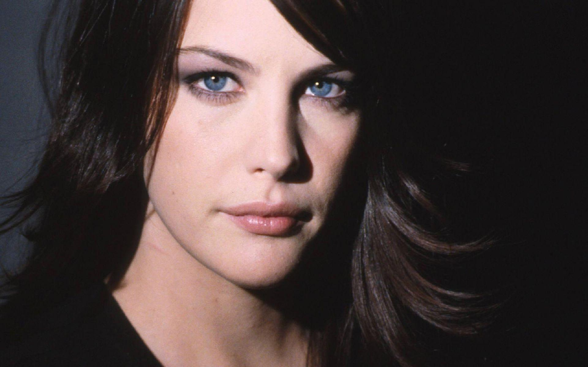 J2495 Liv Tyler Wallpapers and Pictures