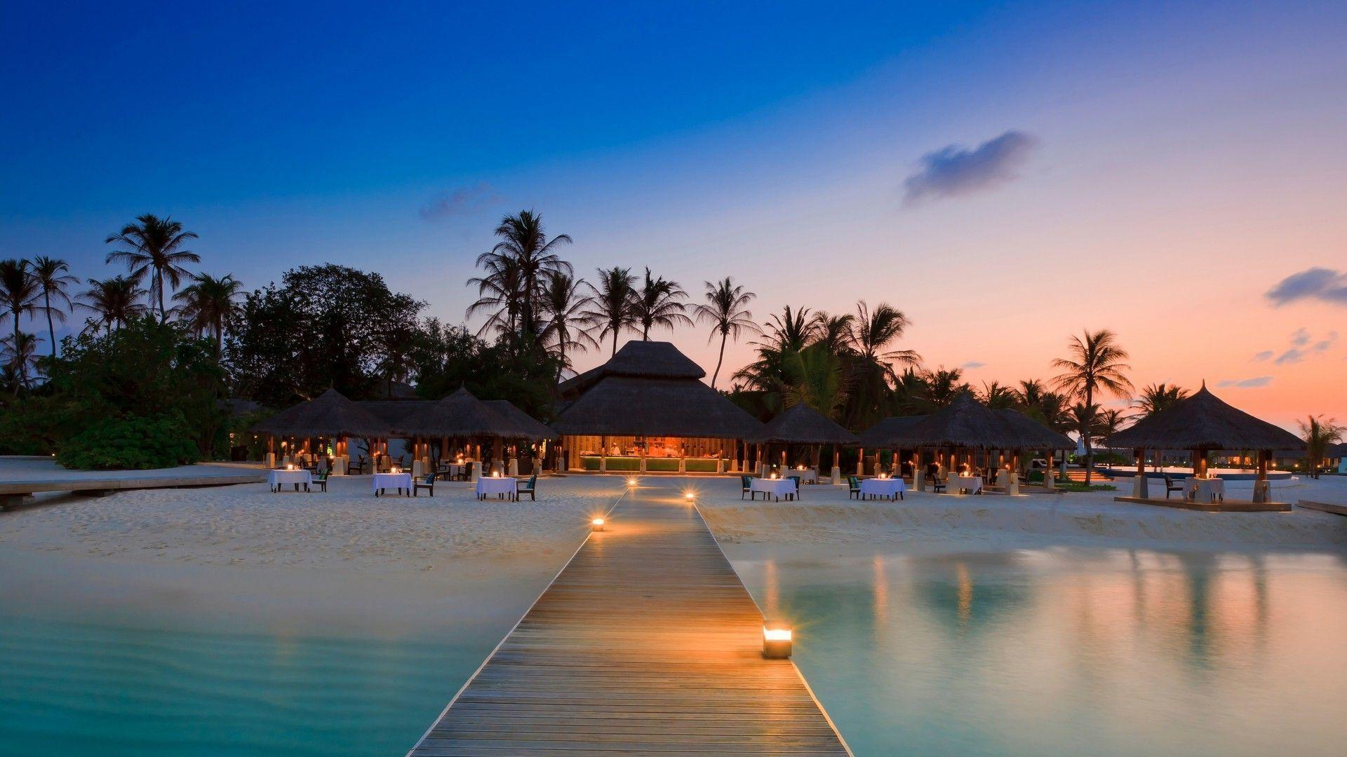 Beautiful resort in Maldives wallpapers Beach wallpapers