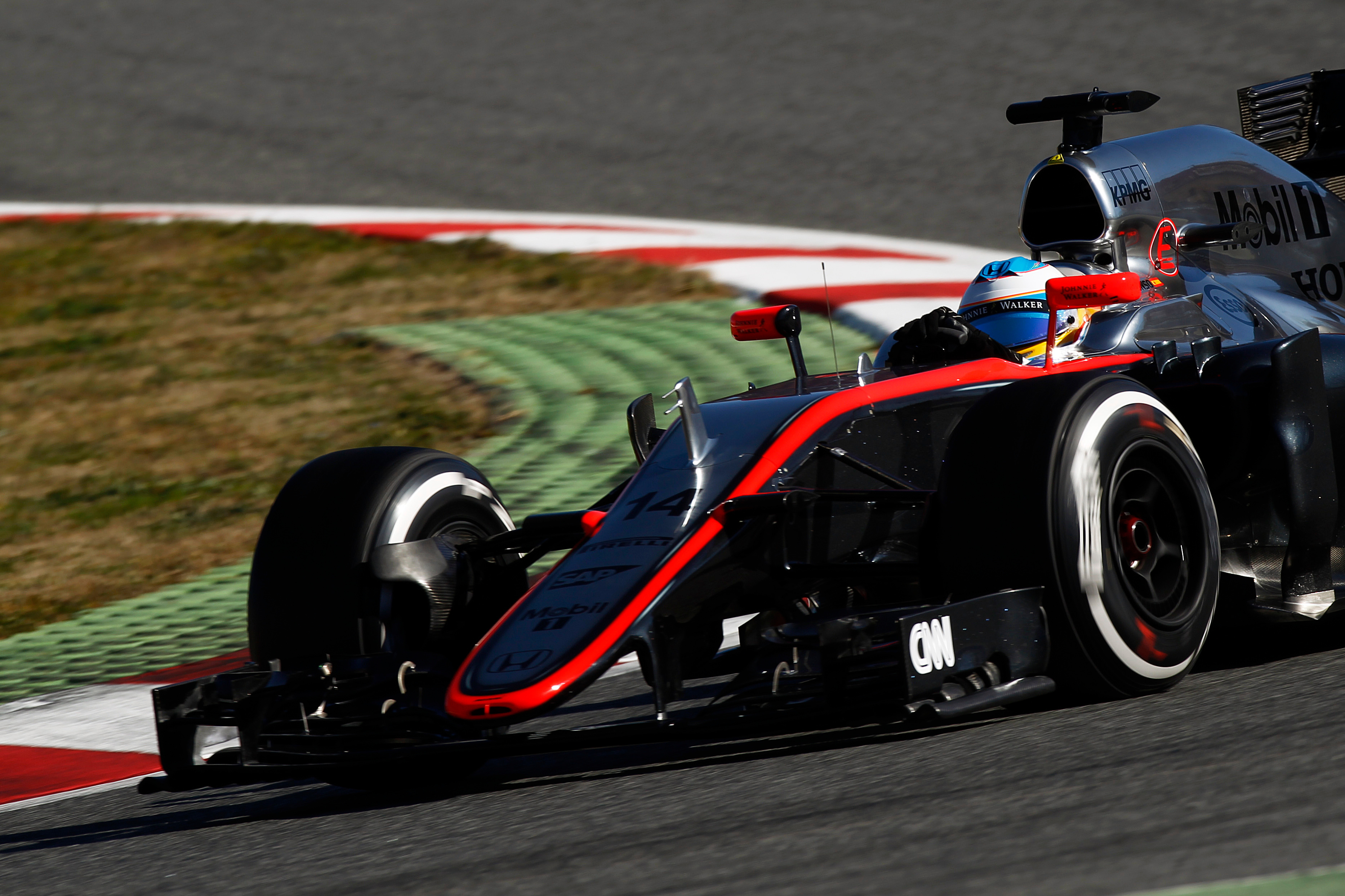 Fernando Alonso Crashes During F1 Testing Pictures, Photos ...