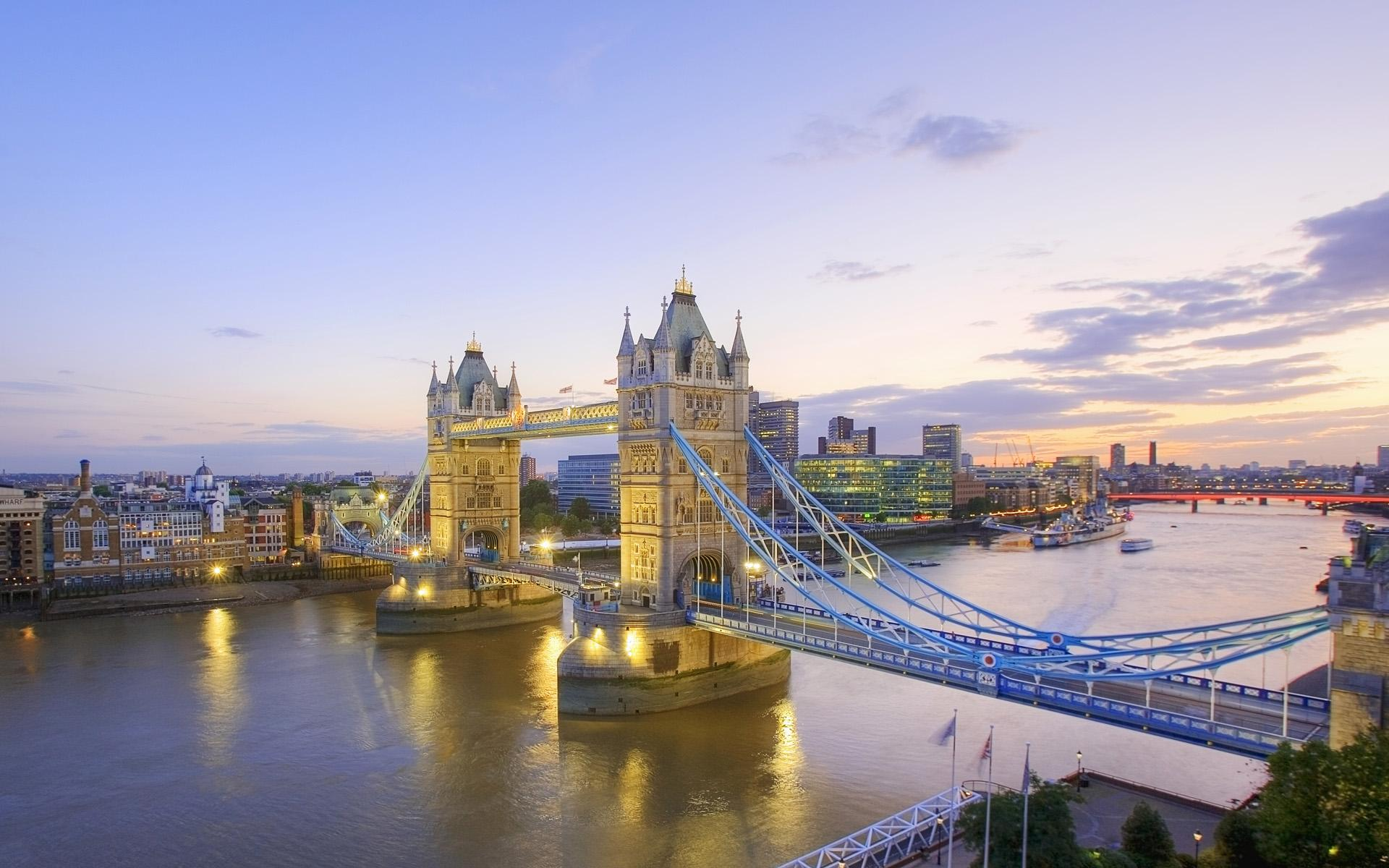 River Thames and Tower Bridge at Dusk Wallpaper - HD Wallpapers