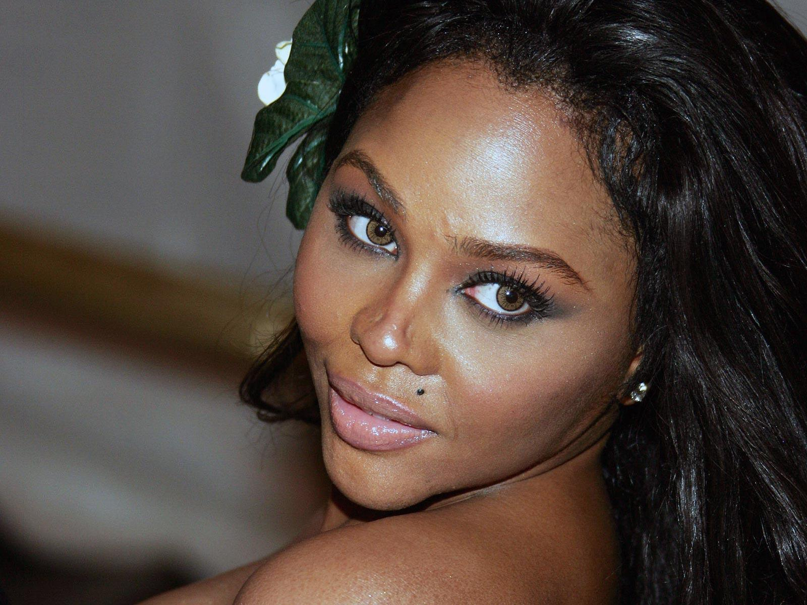 TATTOO GOOGLE: American rapper and actress Lil Kim Wallpapers