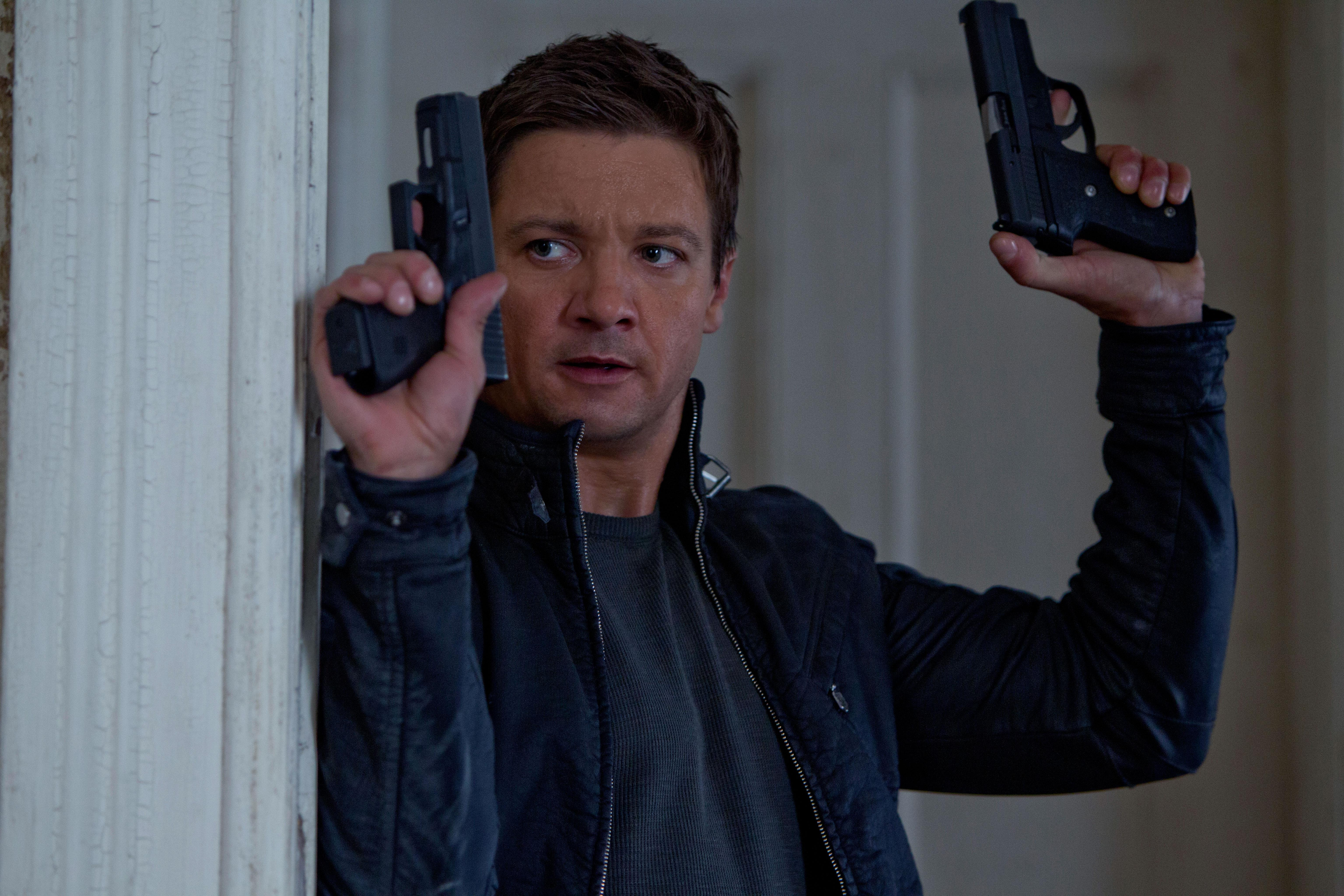 THE BOURNE LEGACY Clips and Image