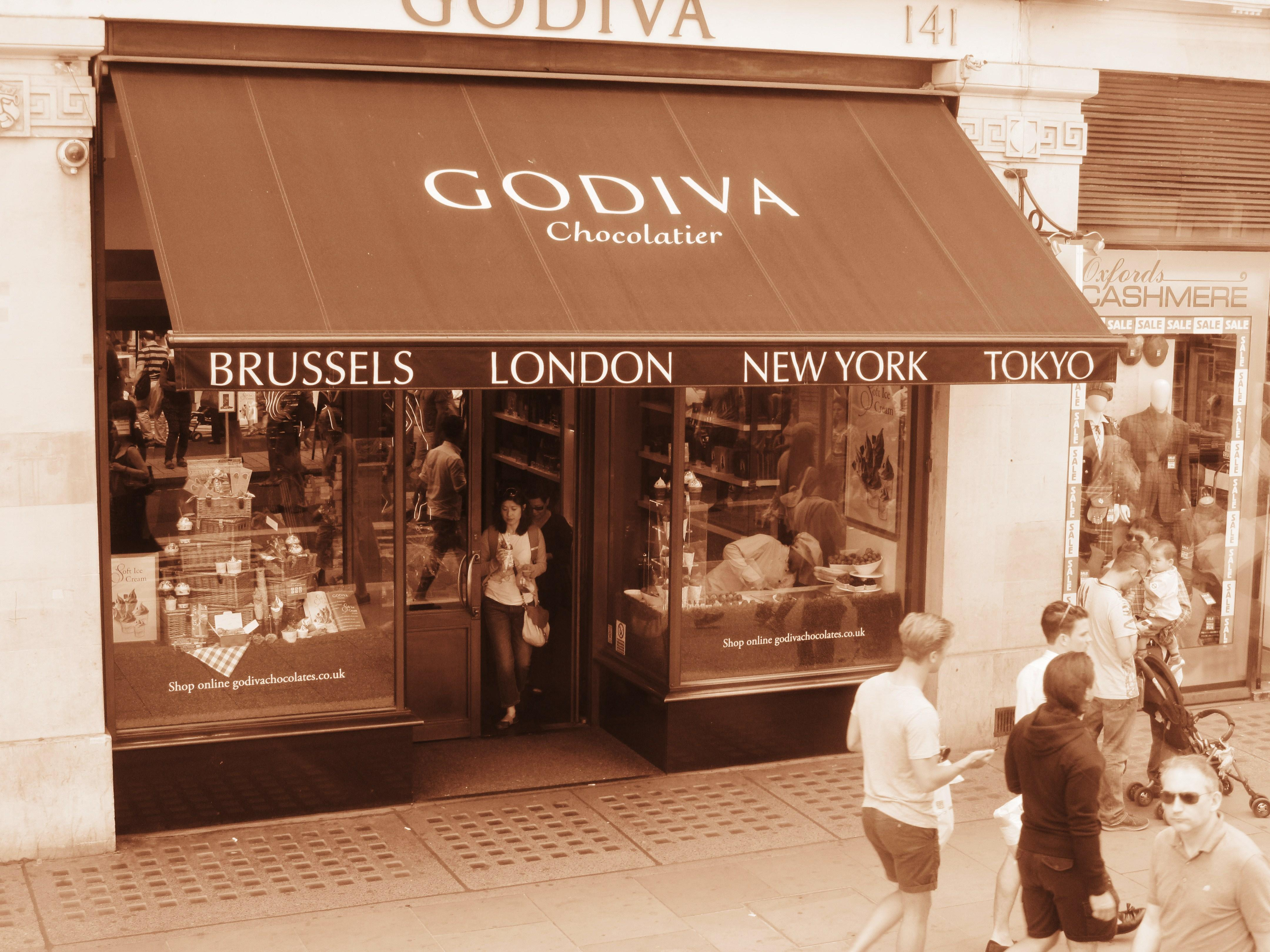 File:Godiva Chocolatier, Regent Street, London, 22 June 2014.jpg