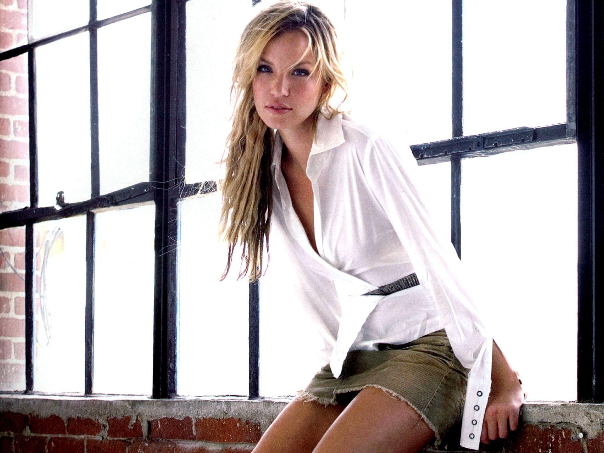 Ashley Scott Nude