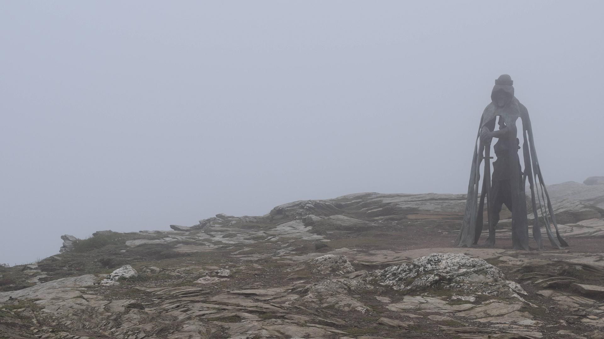 1920x1080] King Arthur Statue in Mist : wallpapers