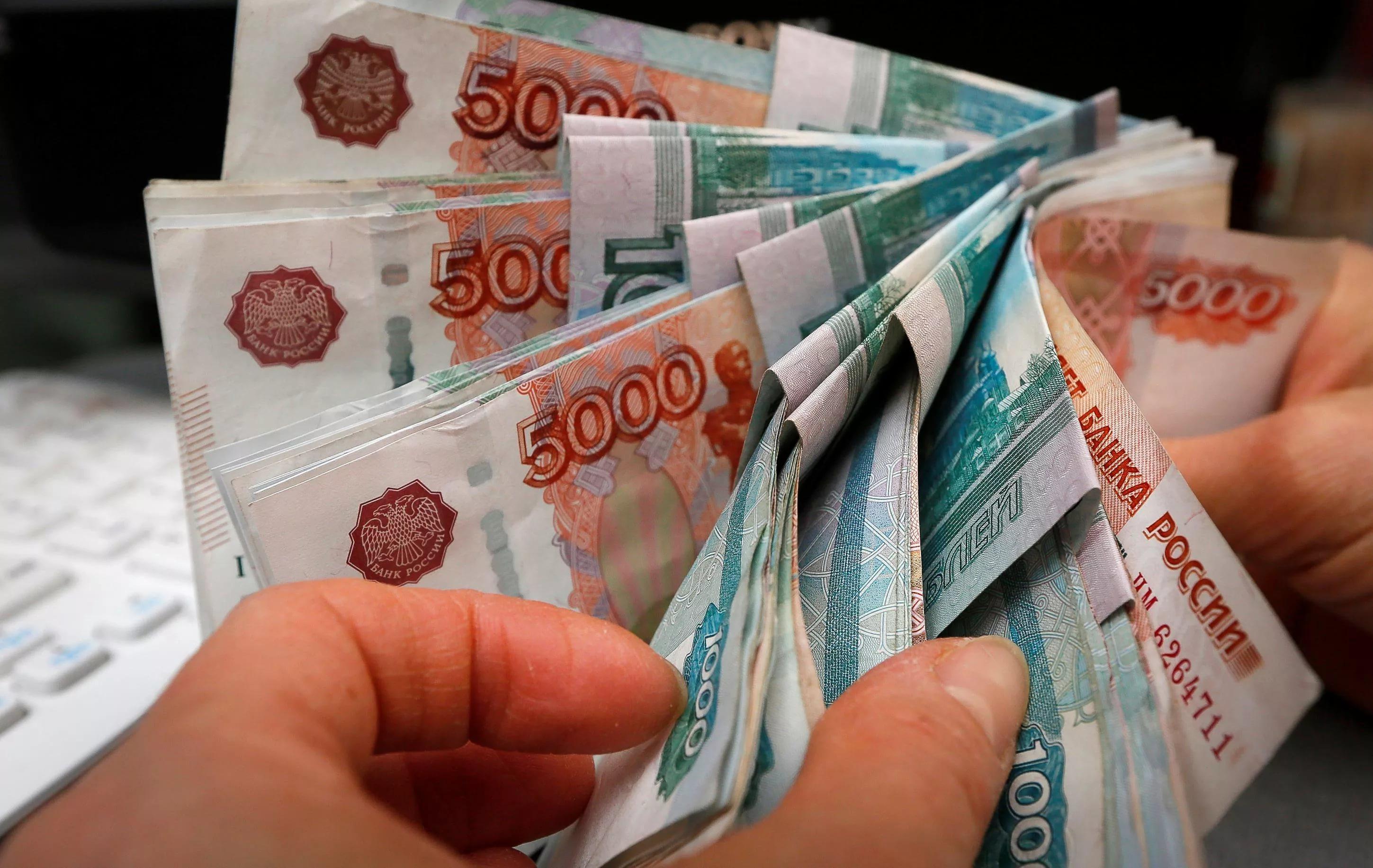фото в руках денег россии решил заняться страницей