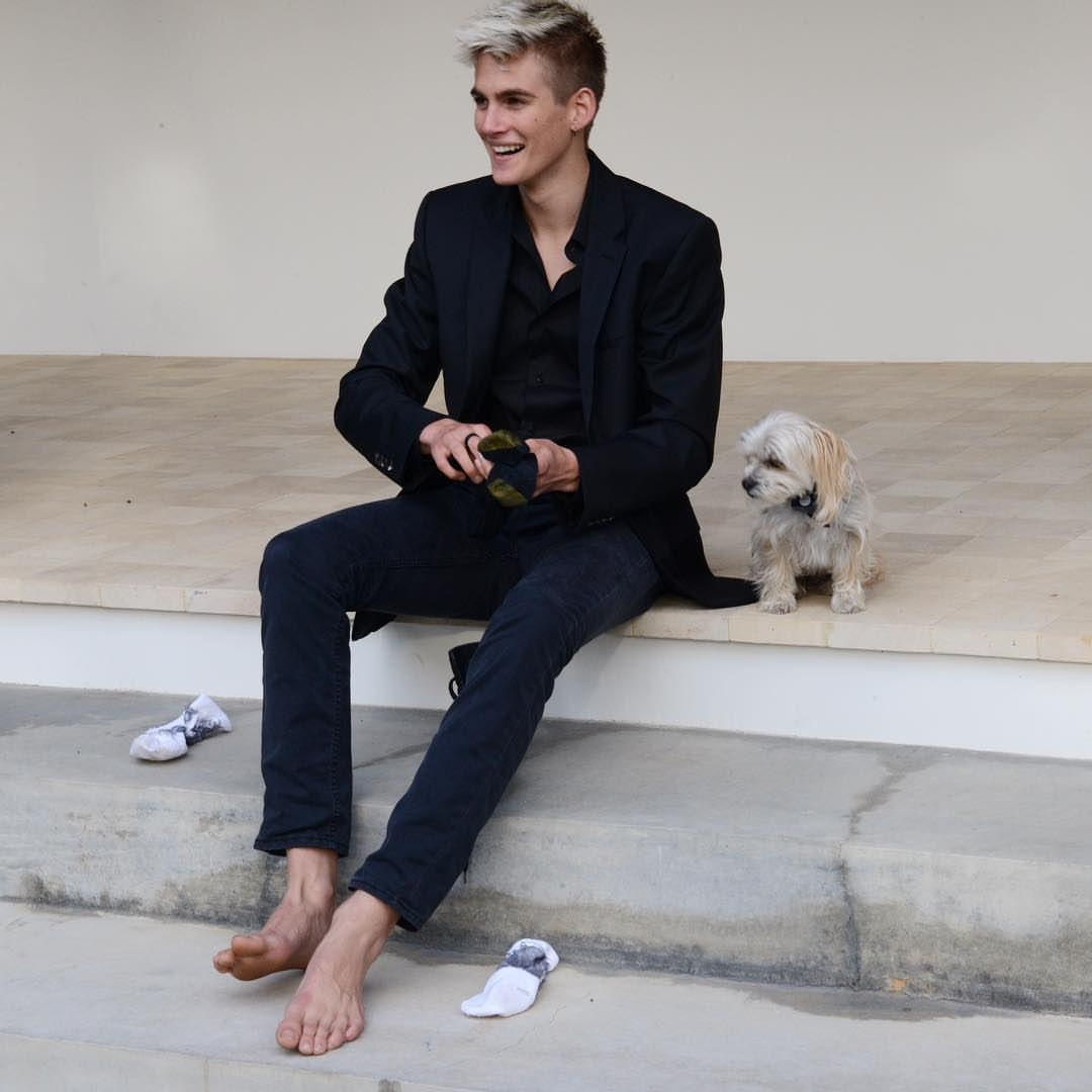Presley Gerber | Barefoot & famous...in varying degrees | Descalzo ...