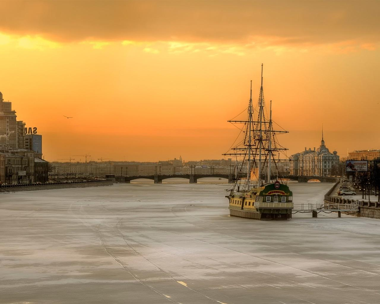 Wallpaper St. Petersburg, Russia, morning, city, river, boat, house ...