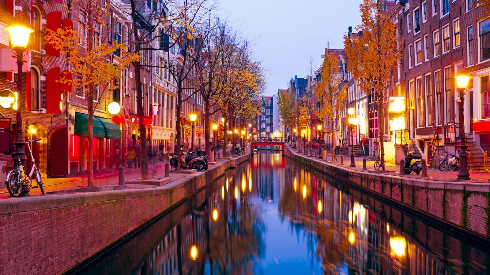 Amsterdam's Red Light District Tour | SANDEMANs NEW Europe