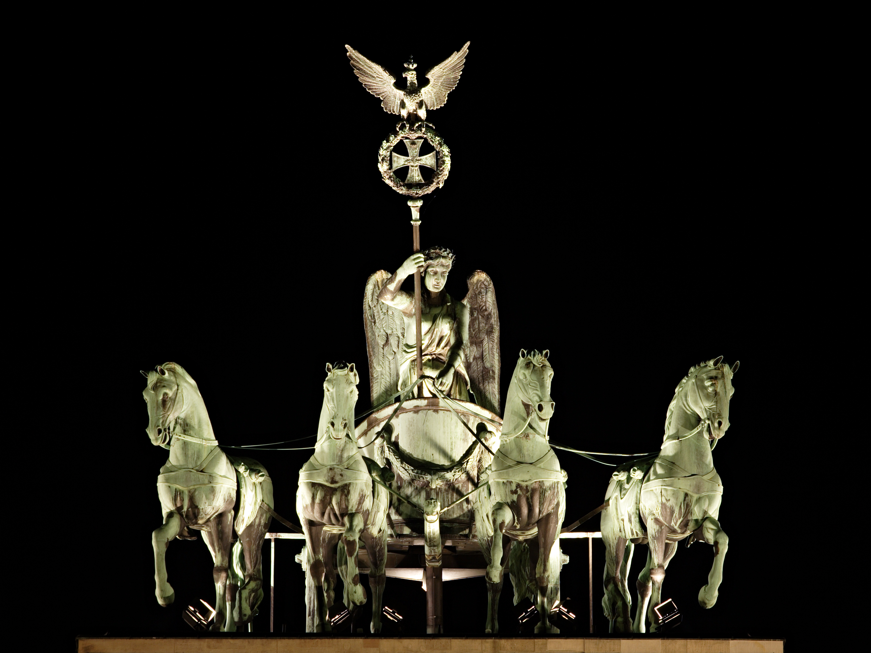 File:Brandenburg Gate Quadriga at Night.jpg