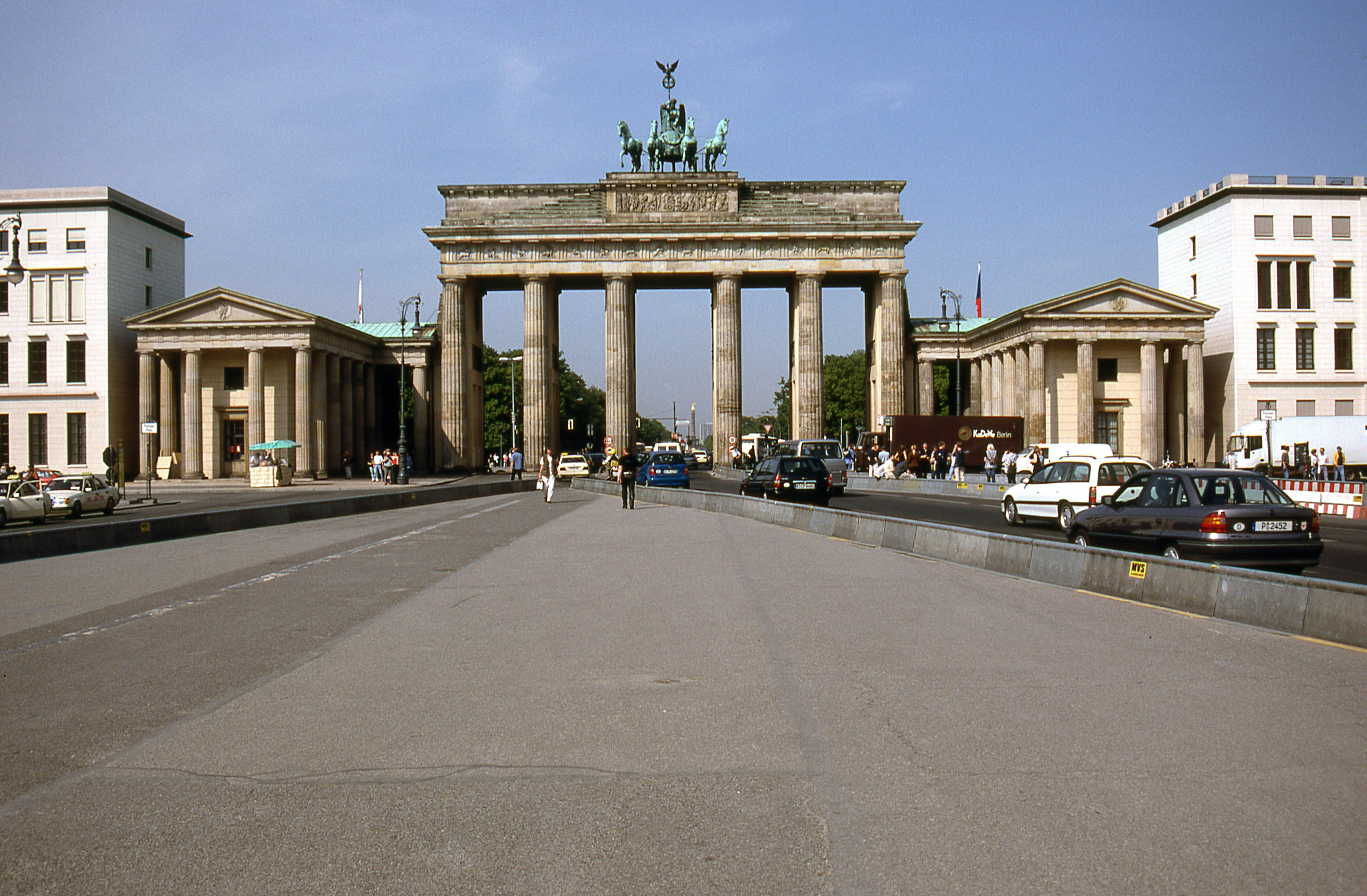 brandenburg gate berlin 4k wallpapers and backgrounds