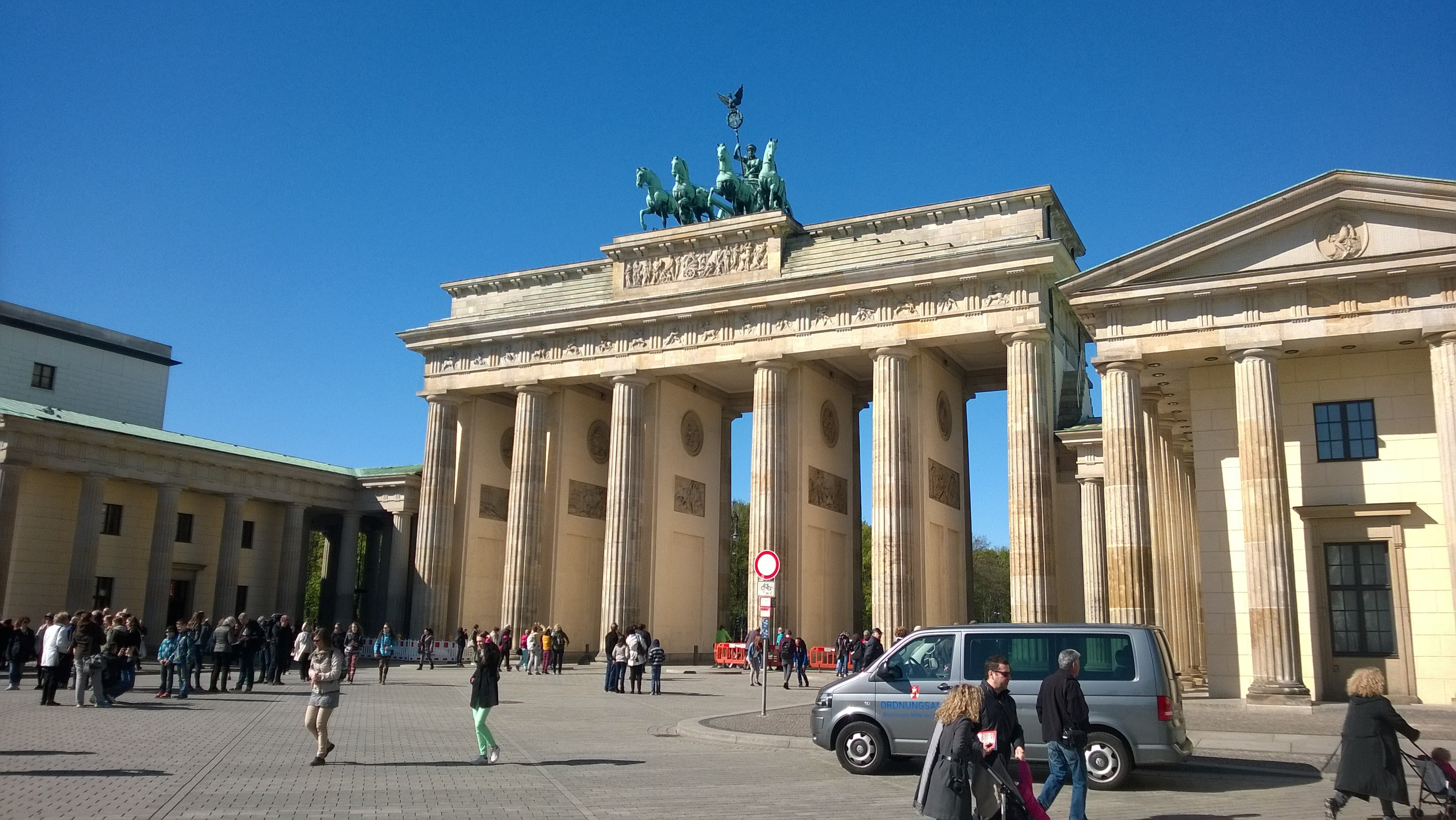 brandenburg gate in germany during daytime free image