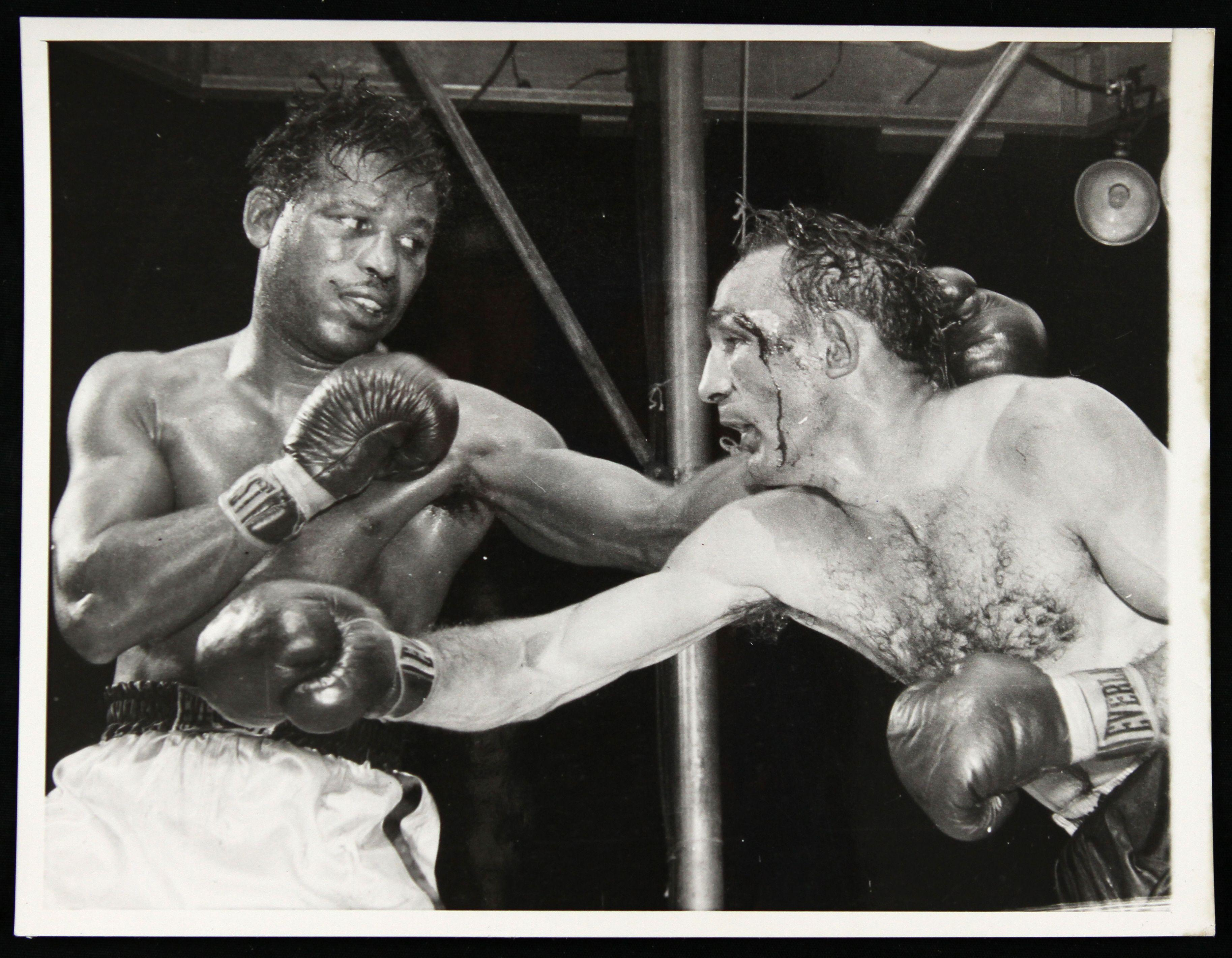 Lot Detail - 1957-58 Sugar Ray Robinson Carmen Basilio 7 x 9 B/W ...
