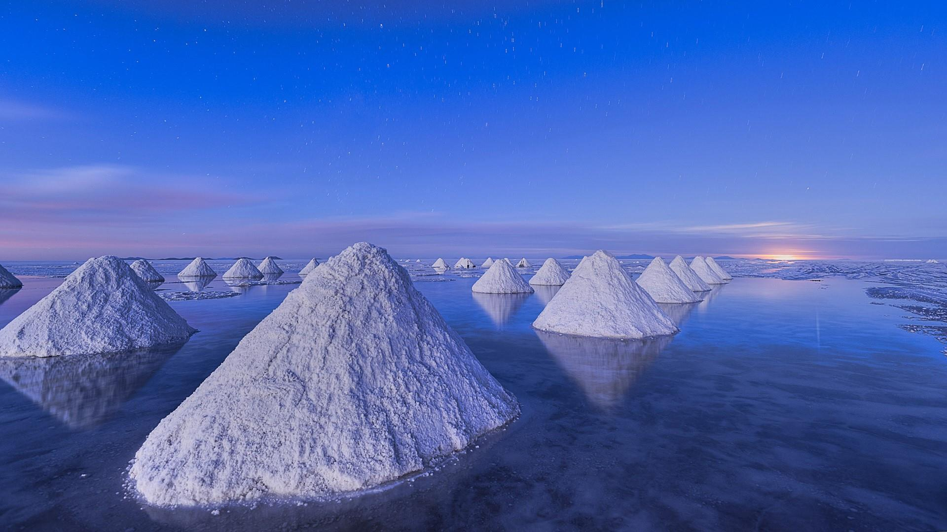 Salar De Uyuni Salt Piles HD Wallpapers
