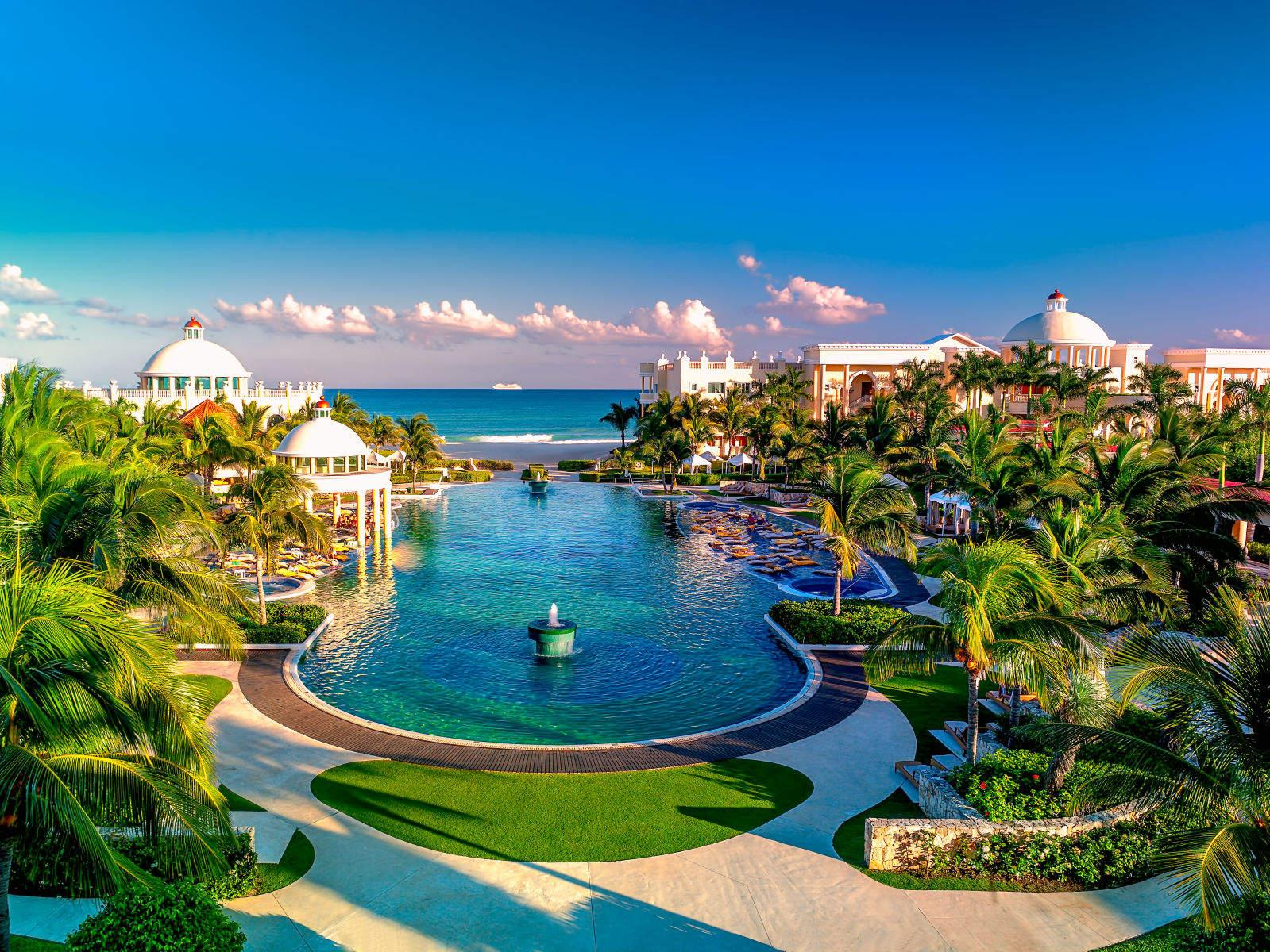 Resort in Grace Bay, Turks and Caicos Wallpapers and Backgrounds Image