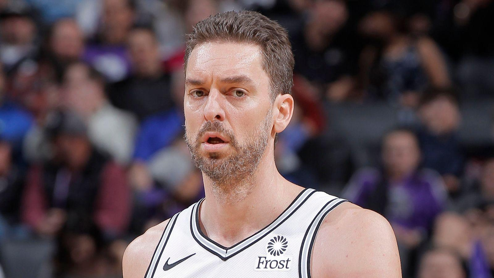 Pau Gasol signs for Milwaukee Bucks from San Antonio Spurs