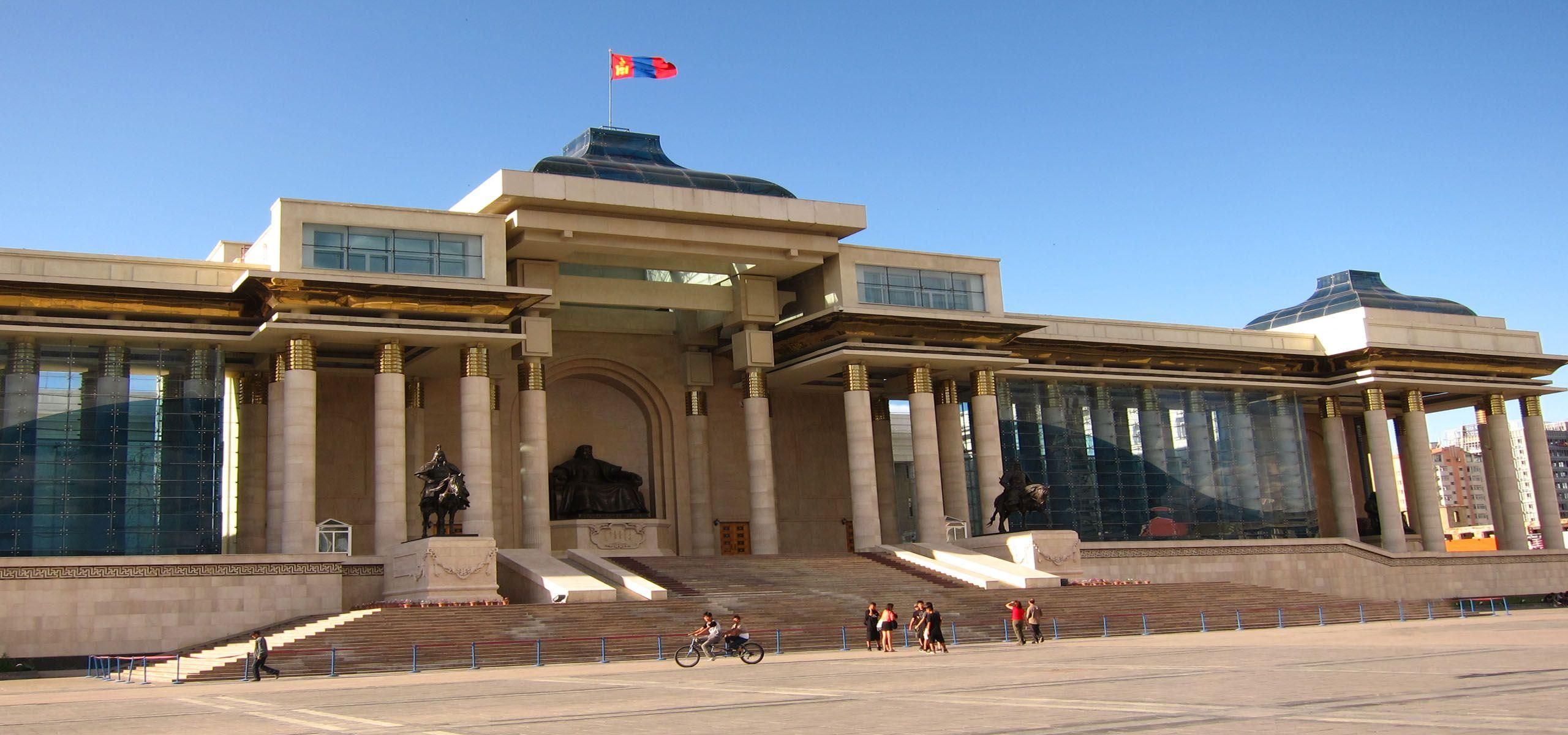 Sukhbaatar Square in Ulaanbaatar, Mongolia | wallpapers of Asia ...