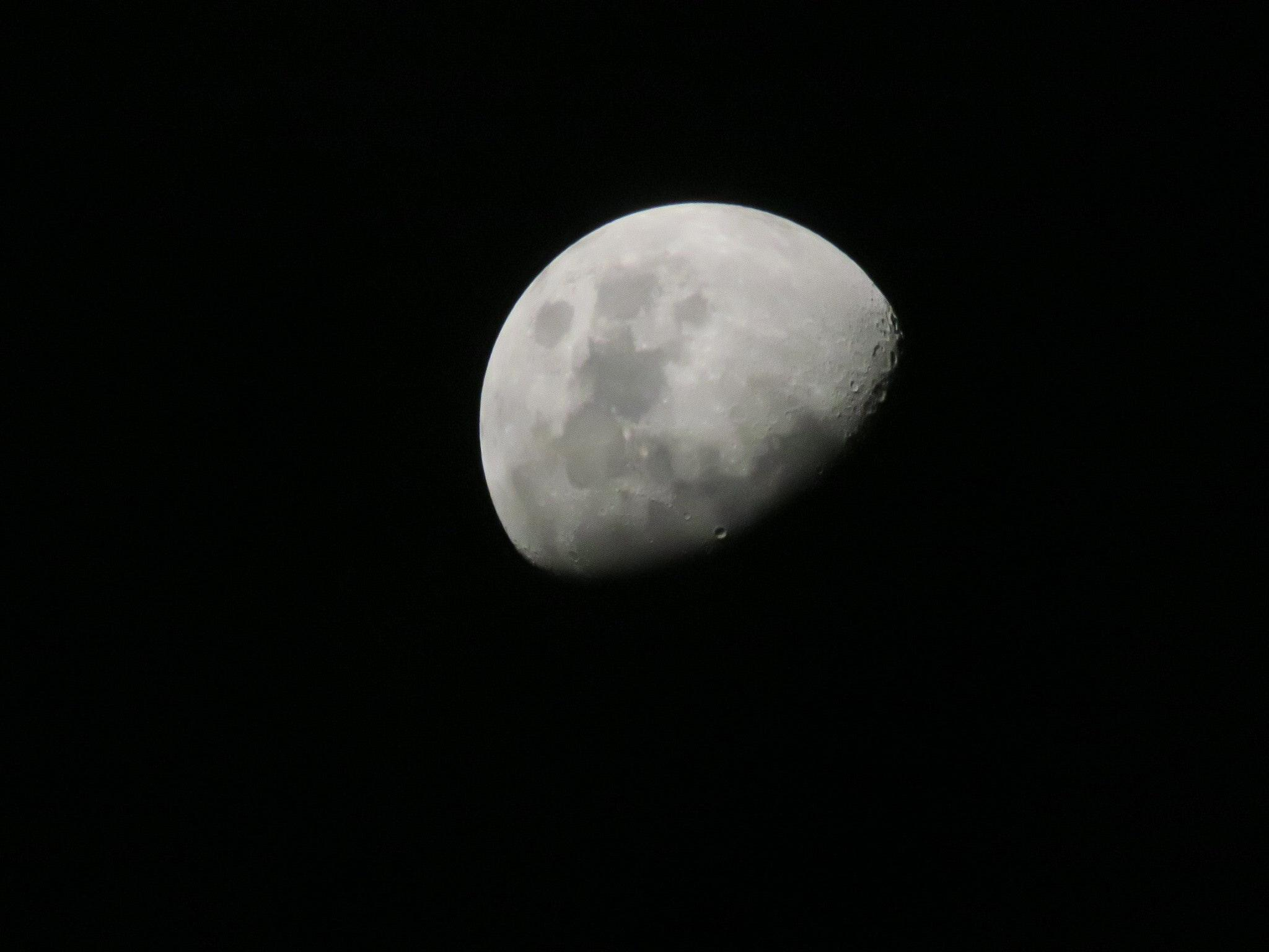 Free stock photo of Waxing Gibbous Moon