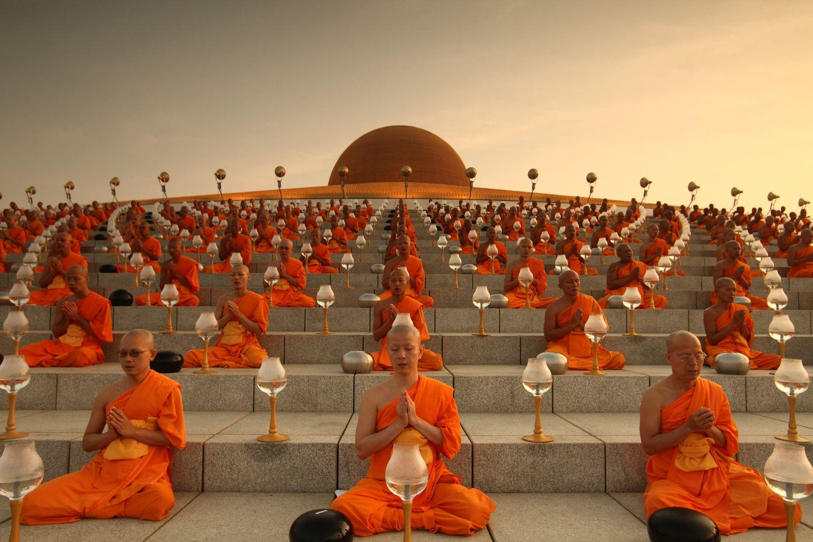 Magha Puja Day Light Of Peace Ceremony Wat Phra Dhammakaya Pathum