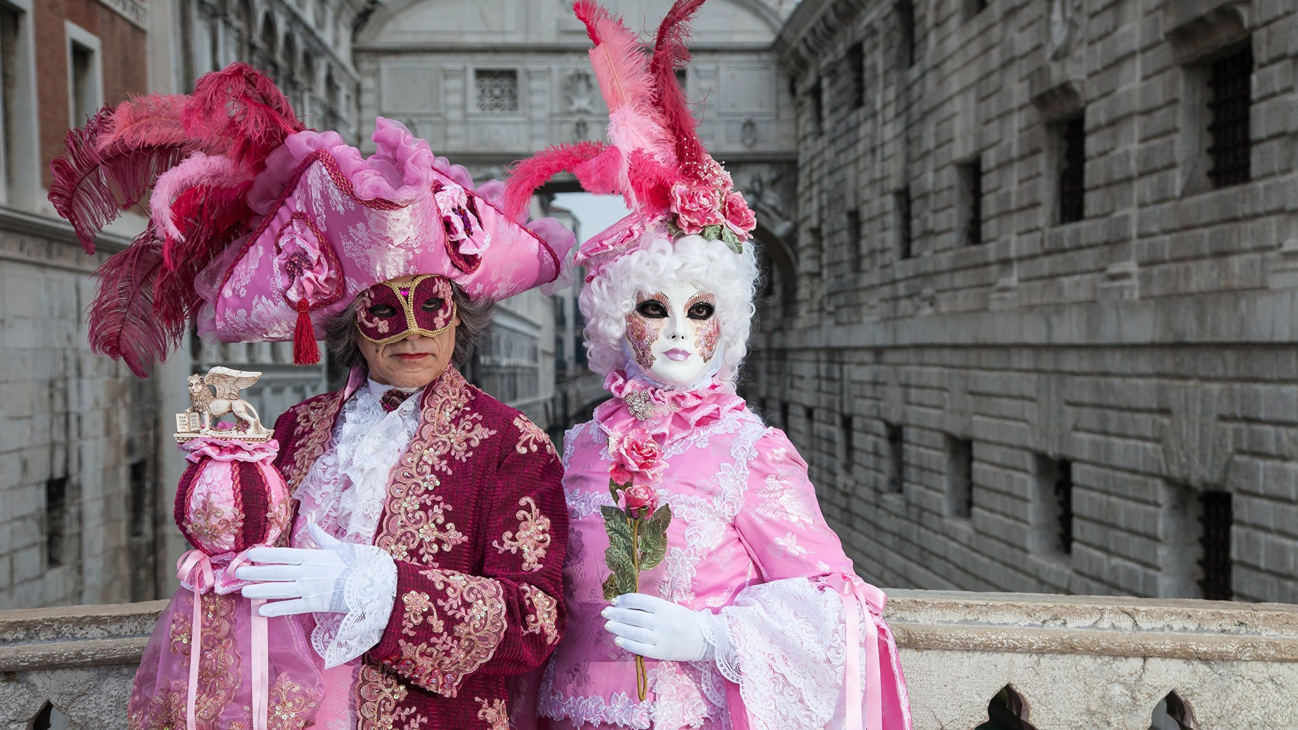 Wallpapers Venice Italy Men 2 Hat Feathers Masks Carnival 2560x1440