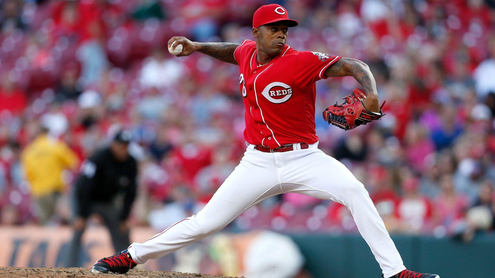 Reds, Raisel Iglesias agree to three