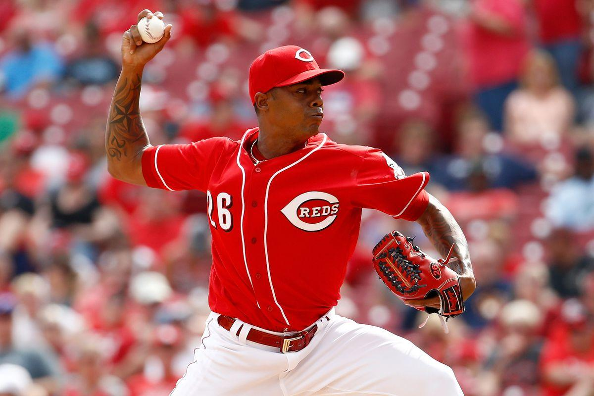 Twins interested in Reds closer Raisel Iglesias