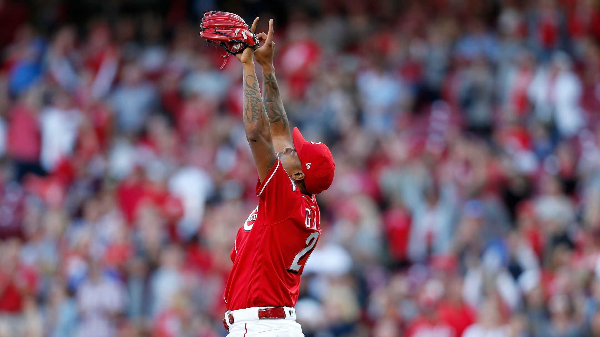 Reds closer Raisel Iglesias signs 3