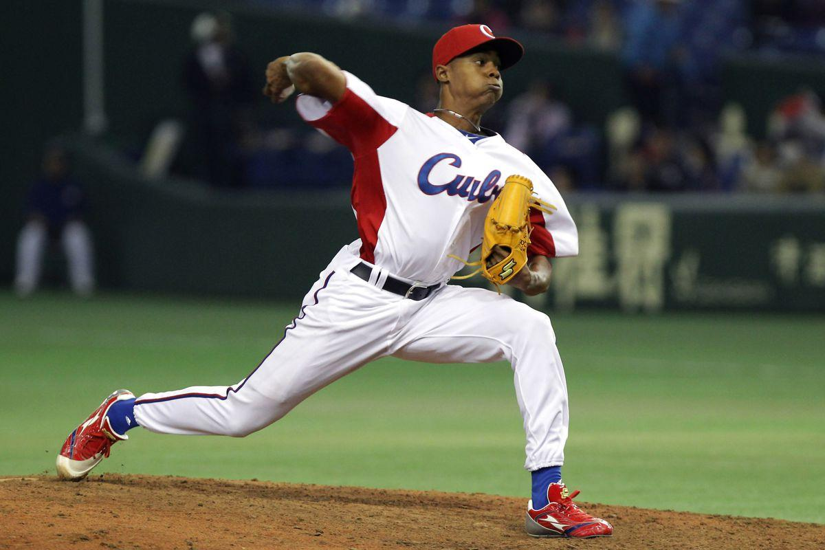 Reds sign Cuban pitcher Raisel Iglesias for 7 years, $30 million