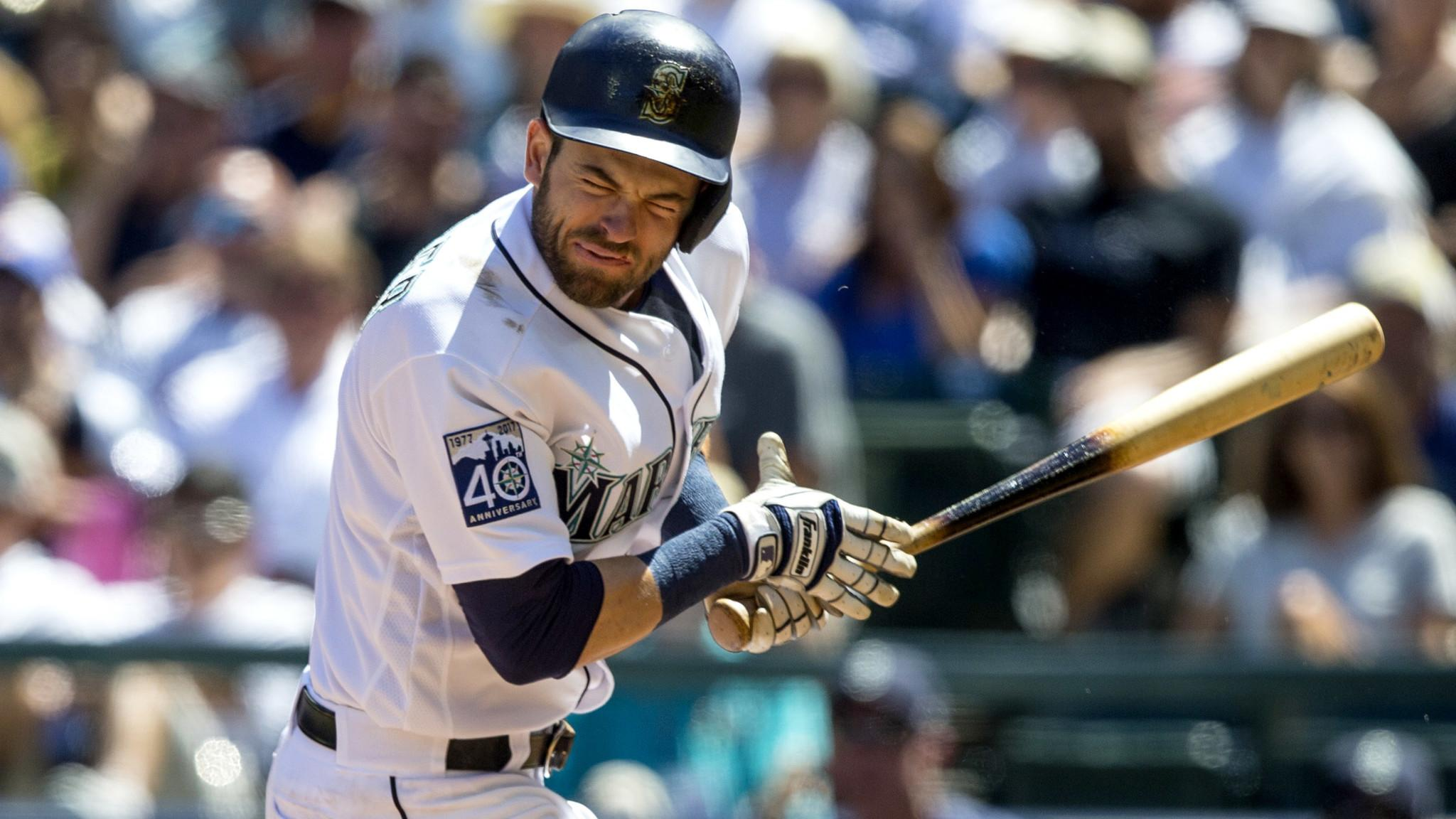 Mariners' Mitch Haniger hits in the face by a pitch