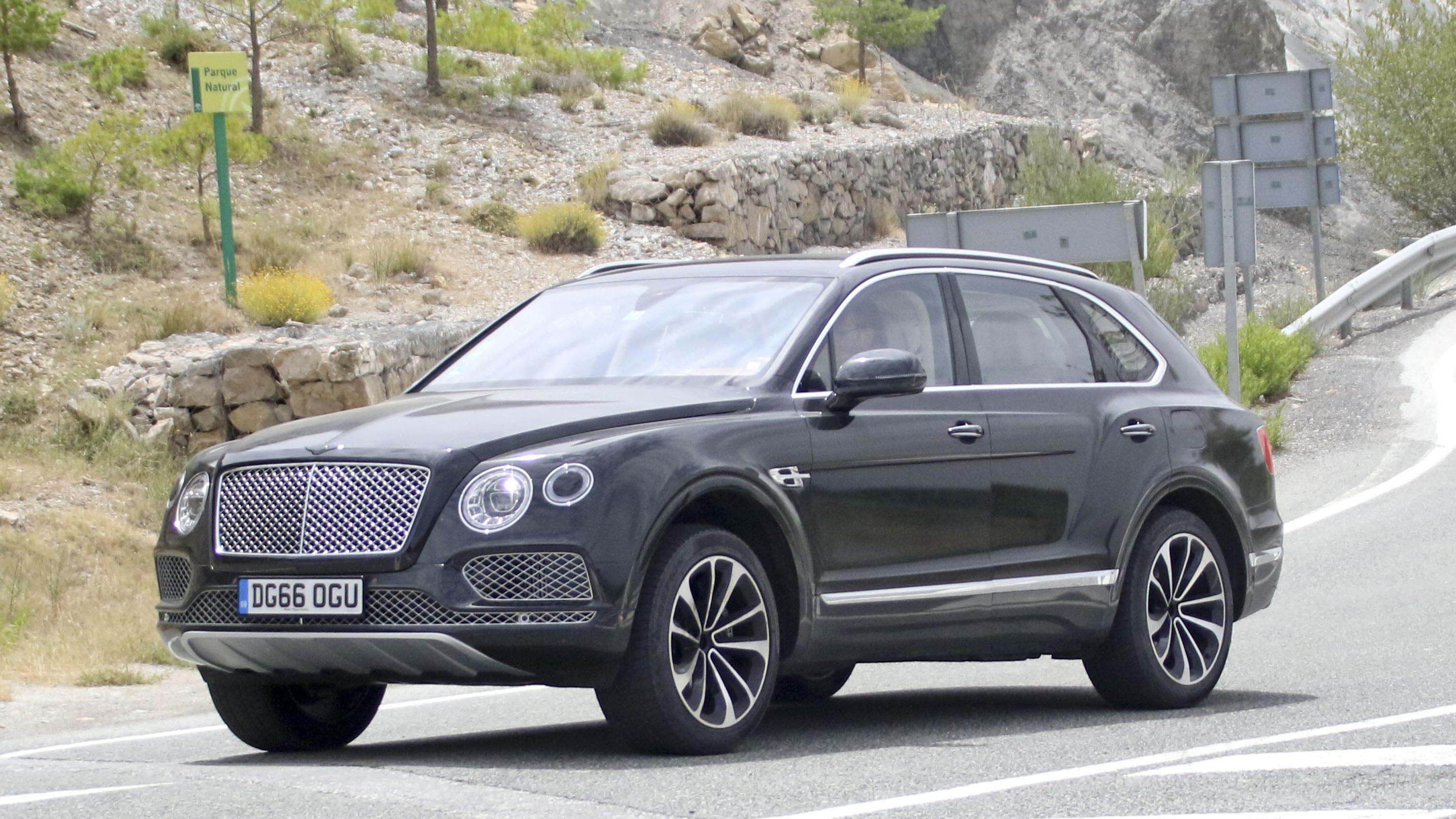 2019 Bentley Bentayga Plug-In Hybrid Pictures, Photos, Wallpapers ...