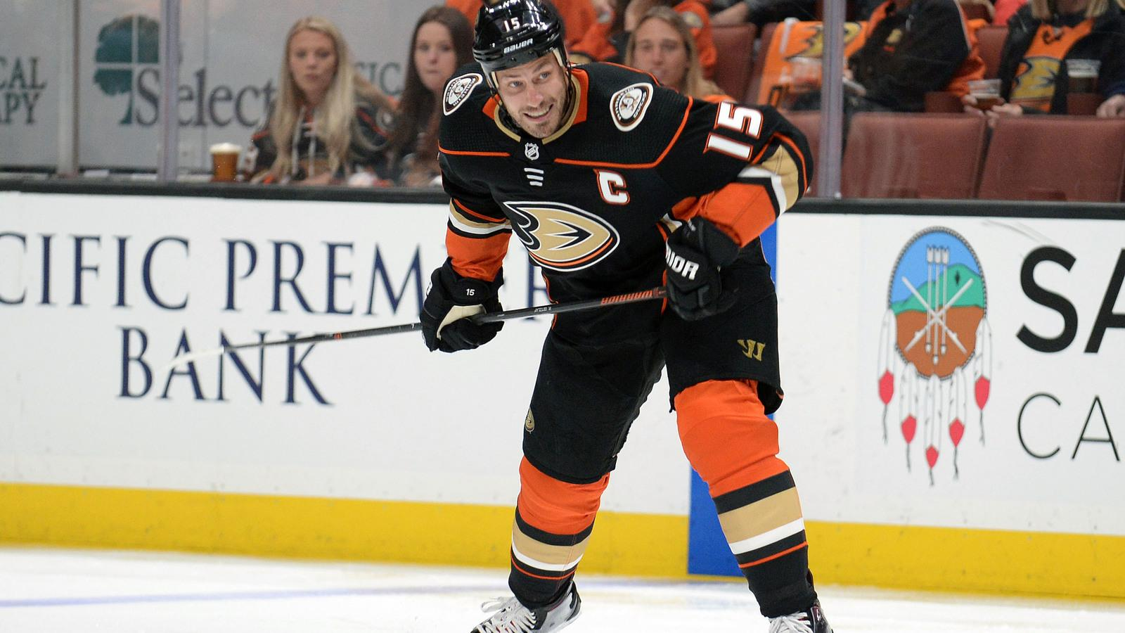 Watch: Ducks' Ryan Getzlaf takes puck to face, returns to game