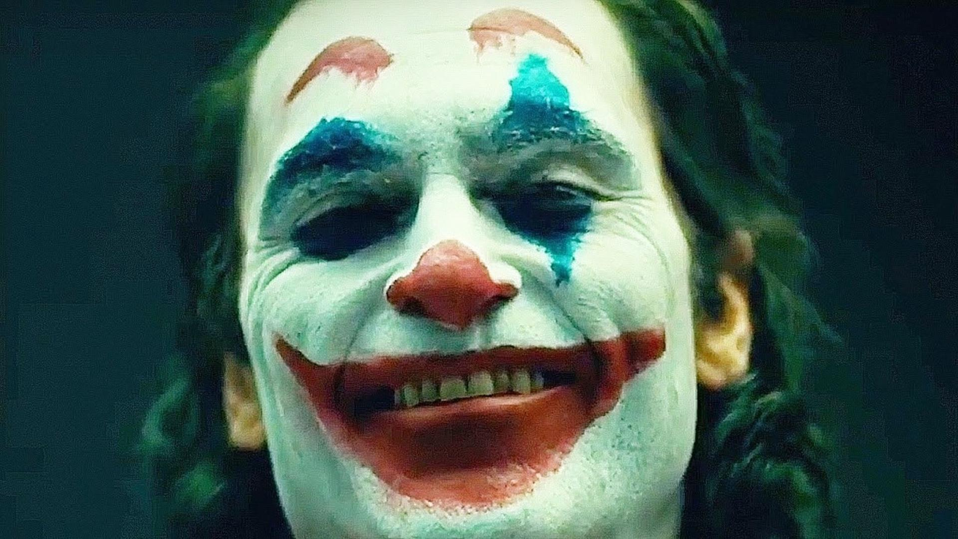 Joaquin Phoenix is Up To No Good on The Subway with More Clowns in ...