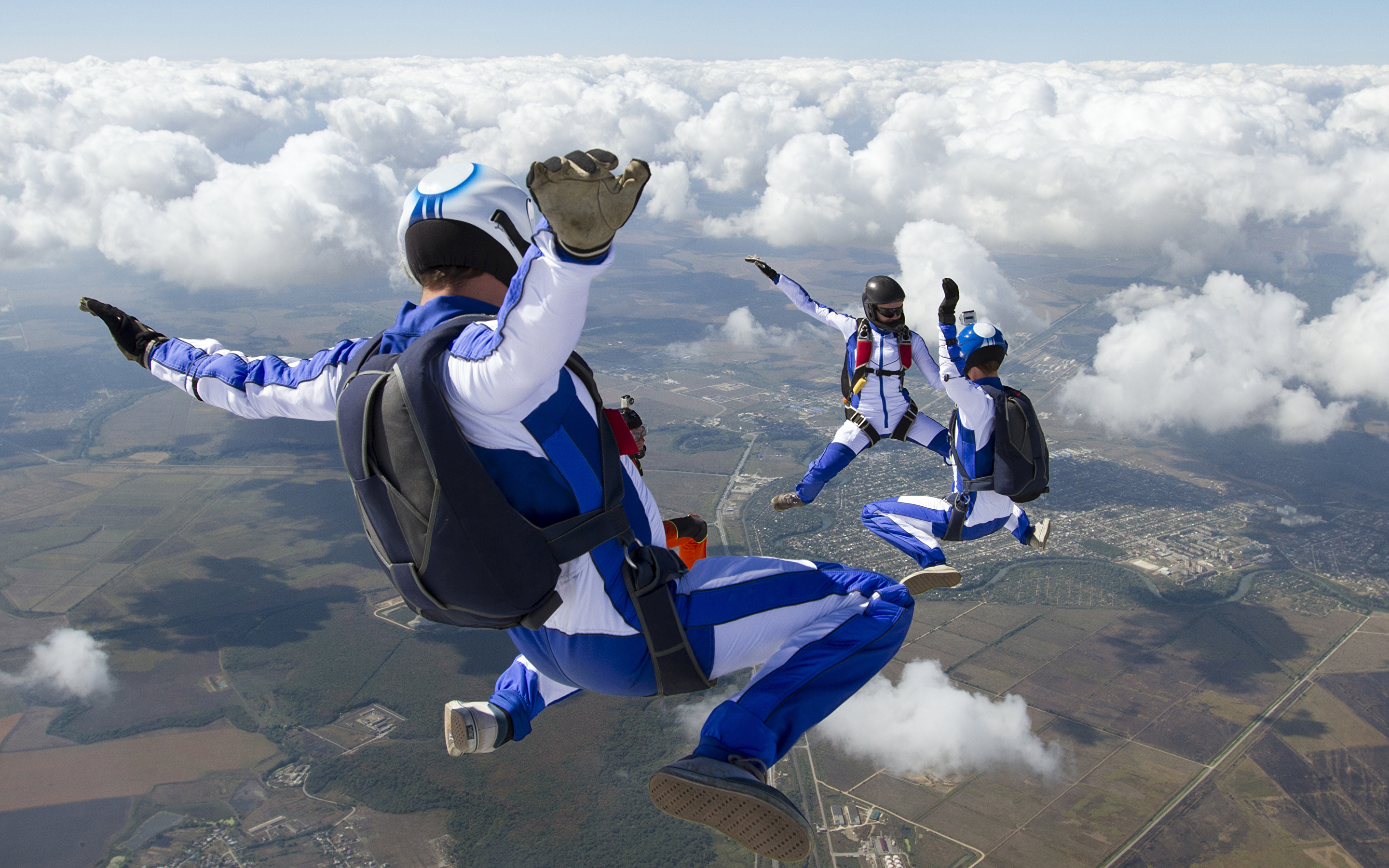 Wallpapers Sport Parachuting skydiving Sky Uniform Clouds 2880x1800