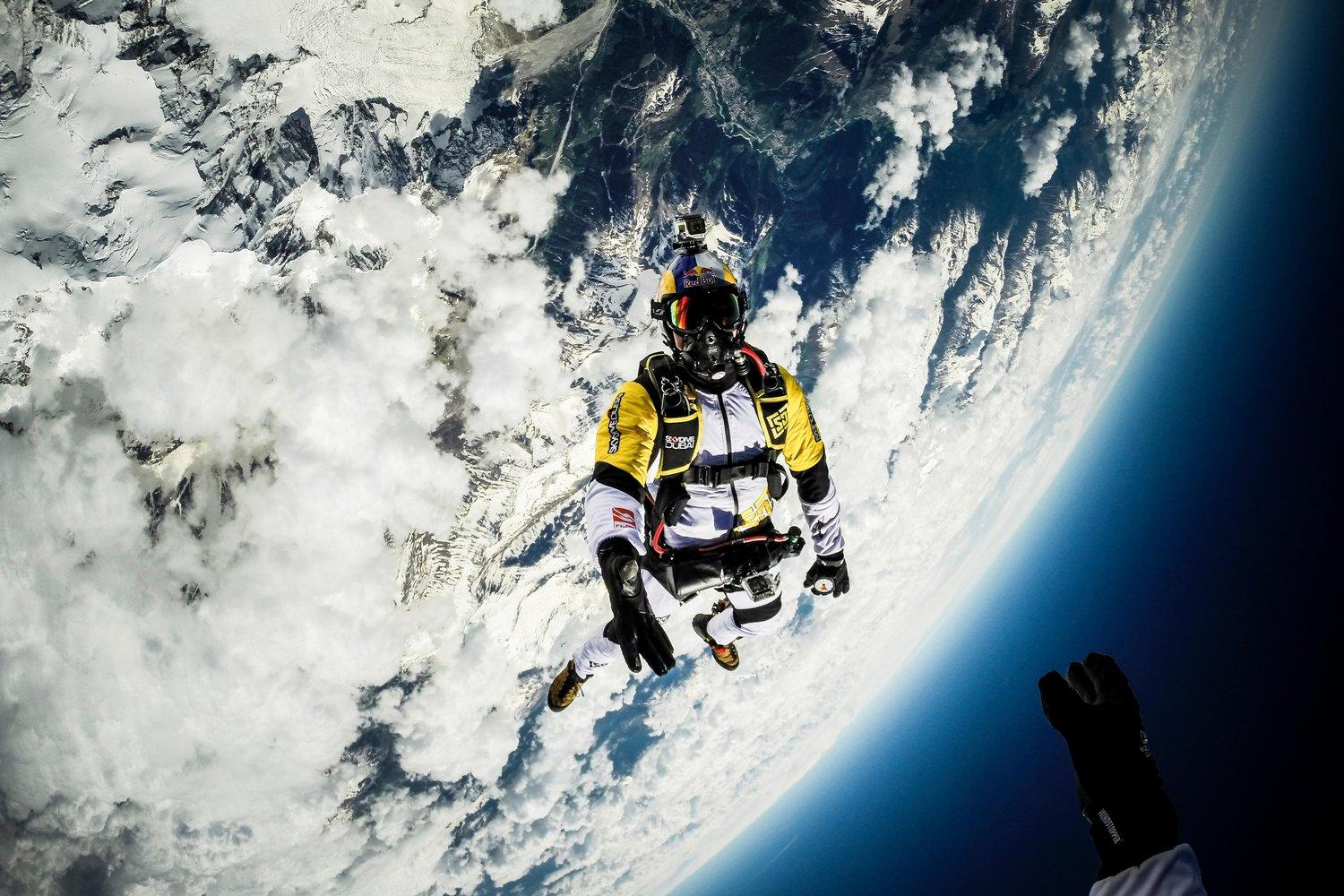 10,000m Mont Blanc skydive *video*