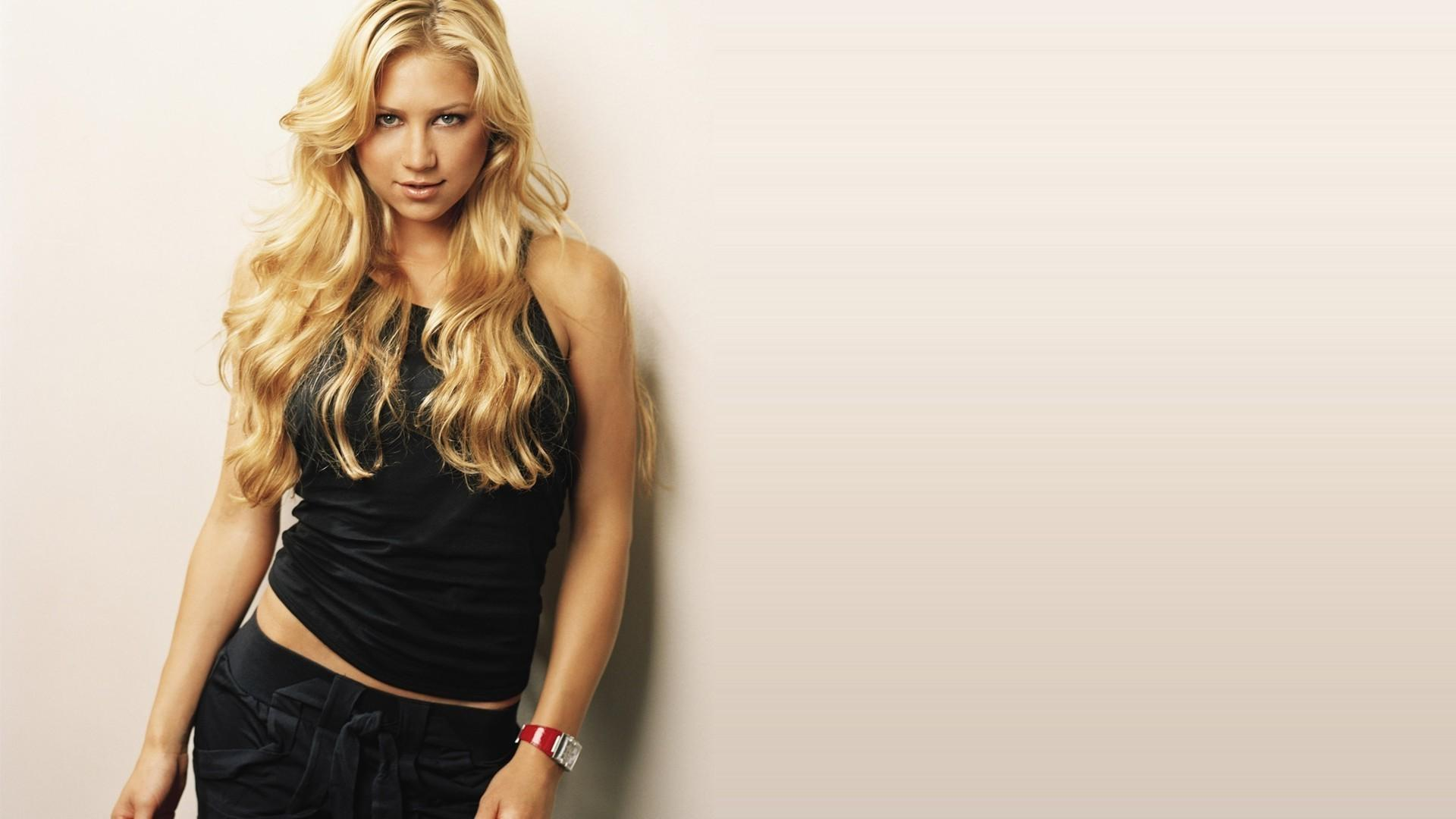 Anna Kournikova Wallpapers HD / Desktop and Mobile Backgrounds