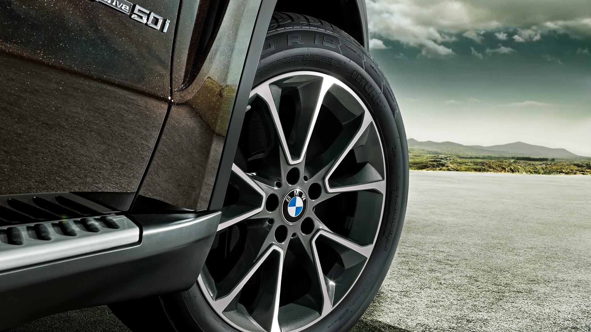 BMW X5 Novelty Wheel Tyre Close Up Wallpapers