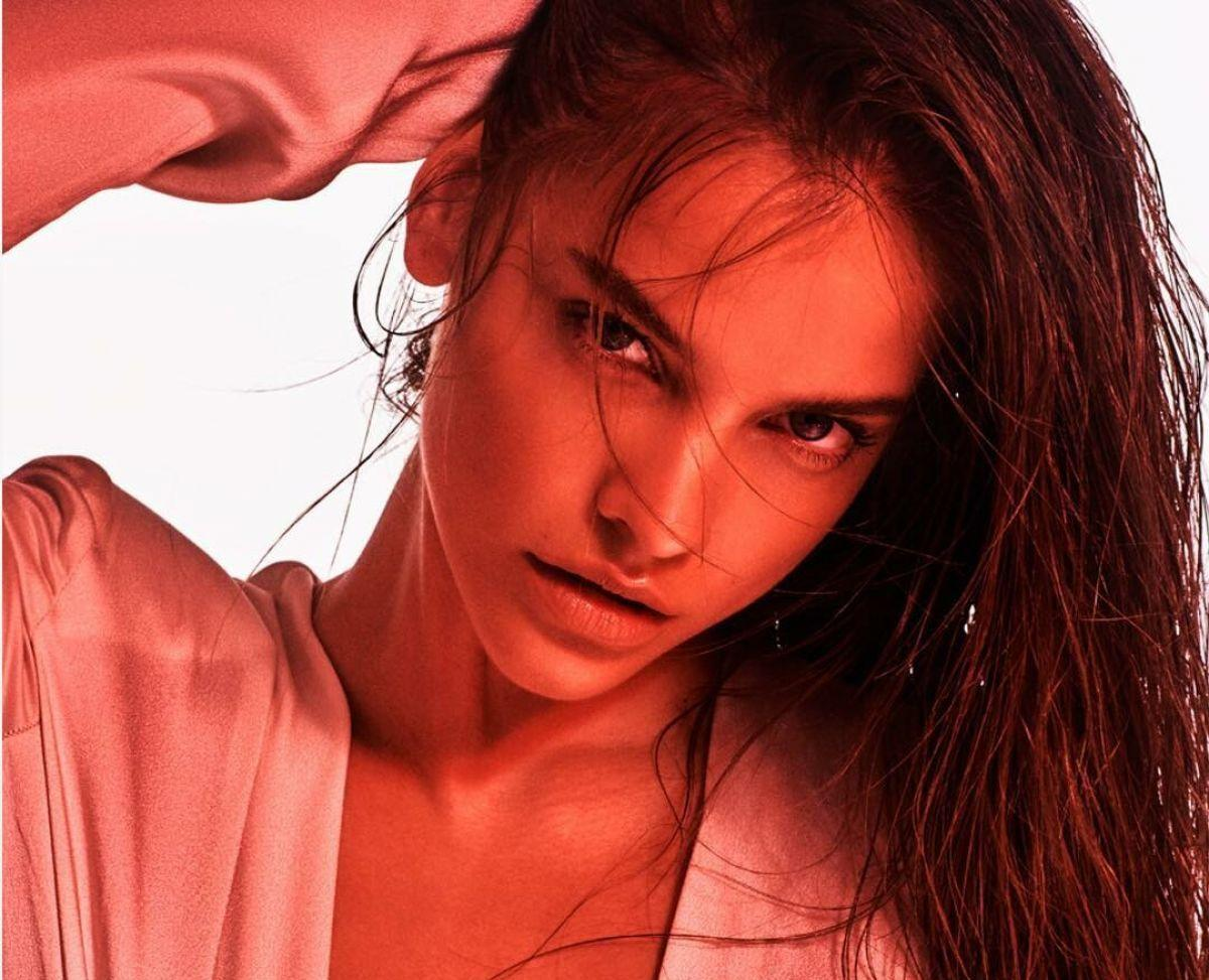 Barbara Palvin Photoshoot for Issue Chile Summer 2019 - Top 10 Ranker