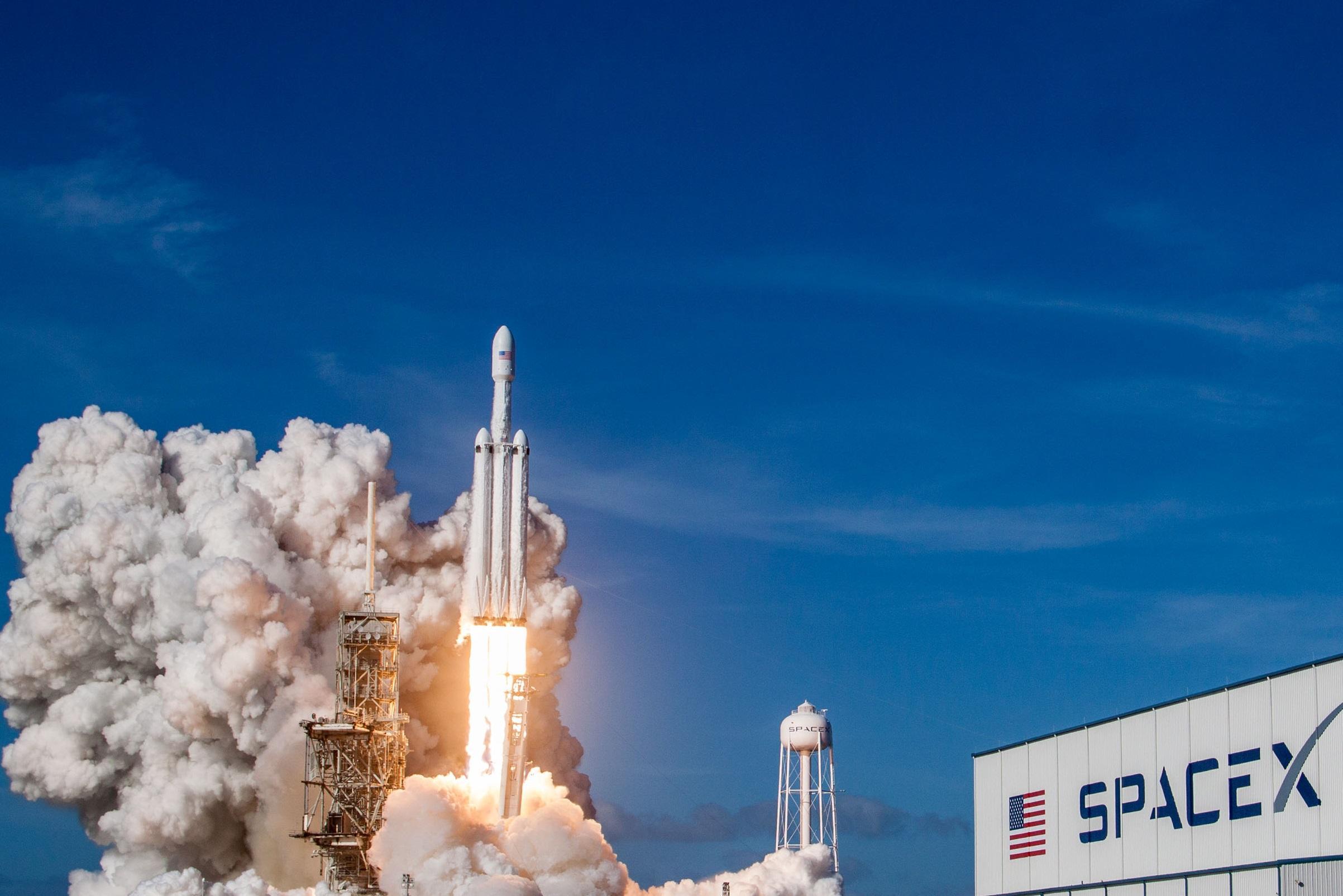 """Başarılı Falcon Ağır Test Uçuşu: """"Yıldız Adam"""" Yörüngeye Ulaşıyor, 2/3"""