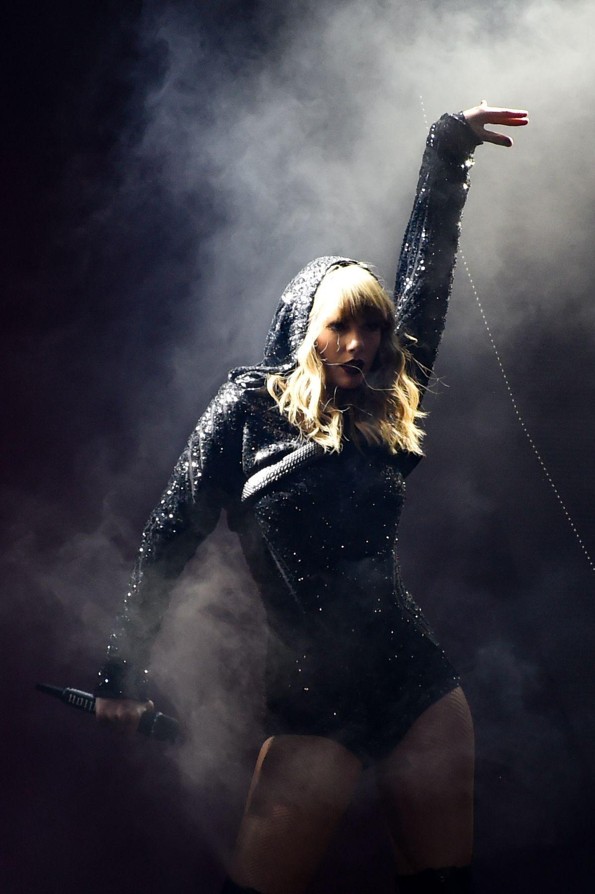 Taylor Swift S Reputation Stadium Tour Wallpapers Wallpaper Cave