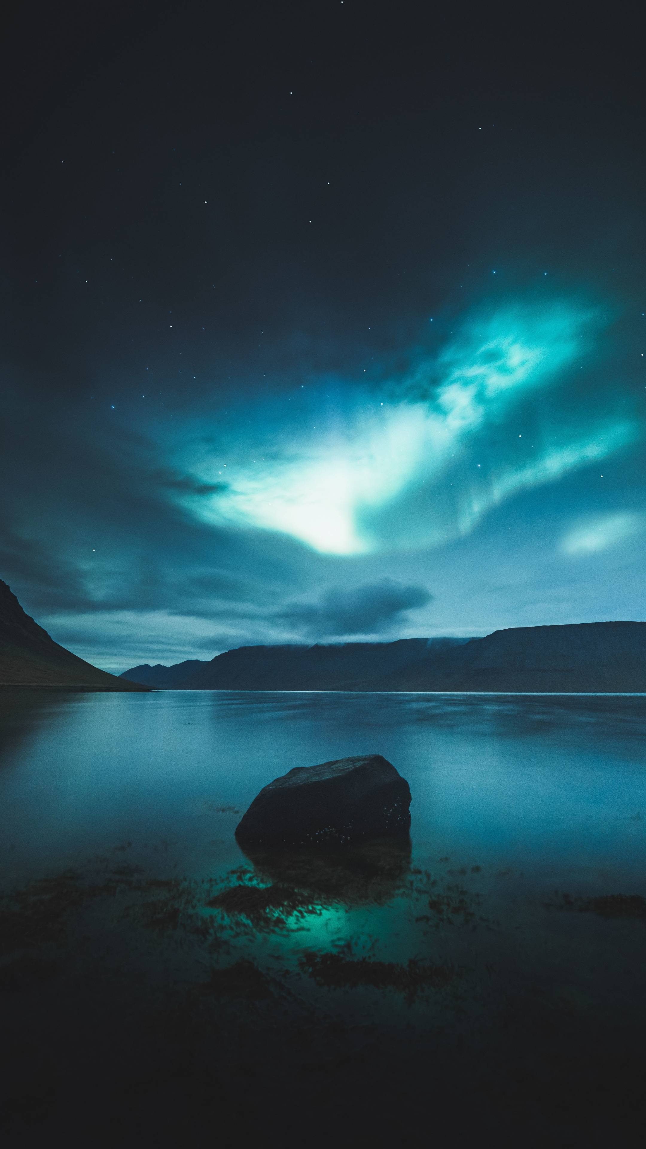 Download 2160x3840 wallpapers northern lights, iceland, lake, 4к
