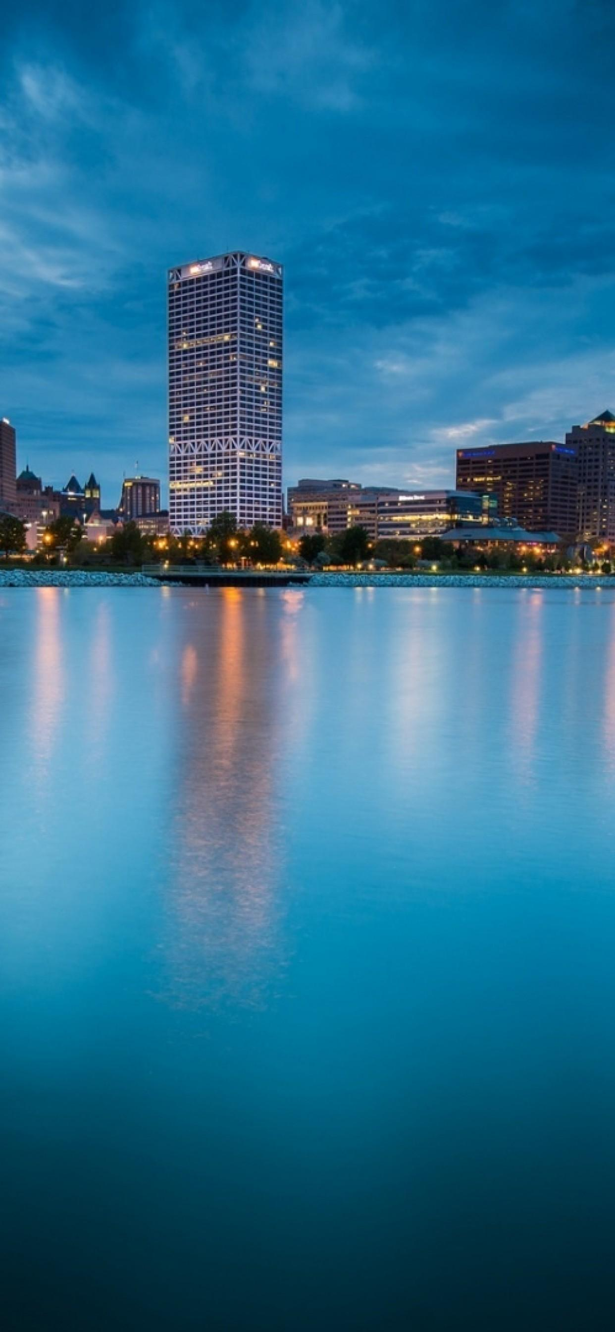 Milwaukee Wallpapers 1242x2688 px,
