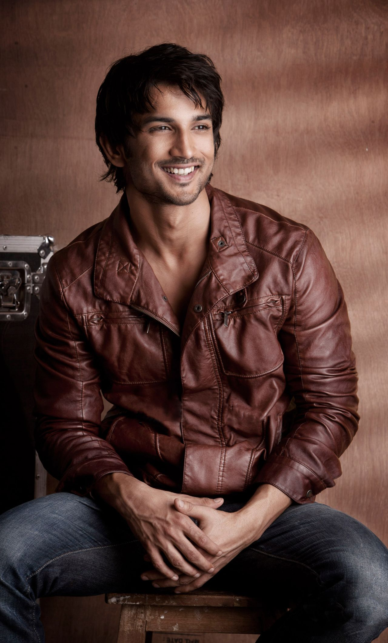 1280x2120 Sushant Singh Rajput Smiling Hd Wallpapers iPhone 6 plus