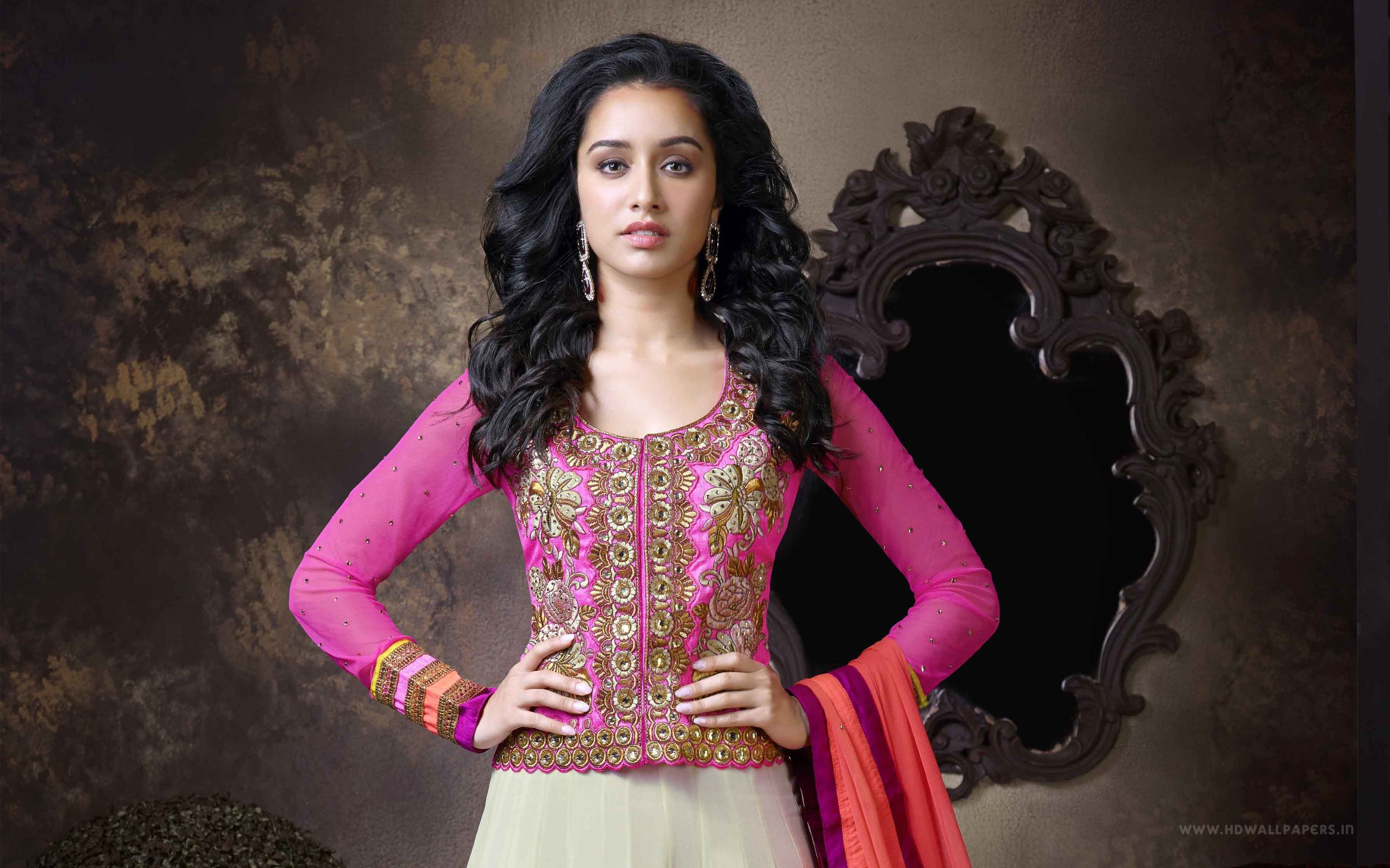 Shraddha Kapoor Very Cute And Beautiful Wallpapers