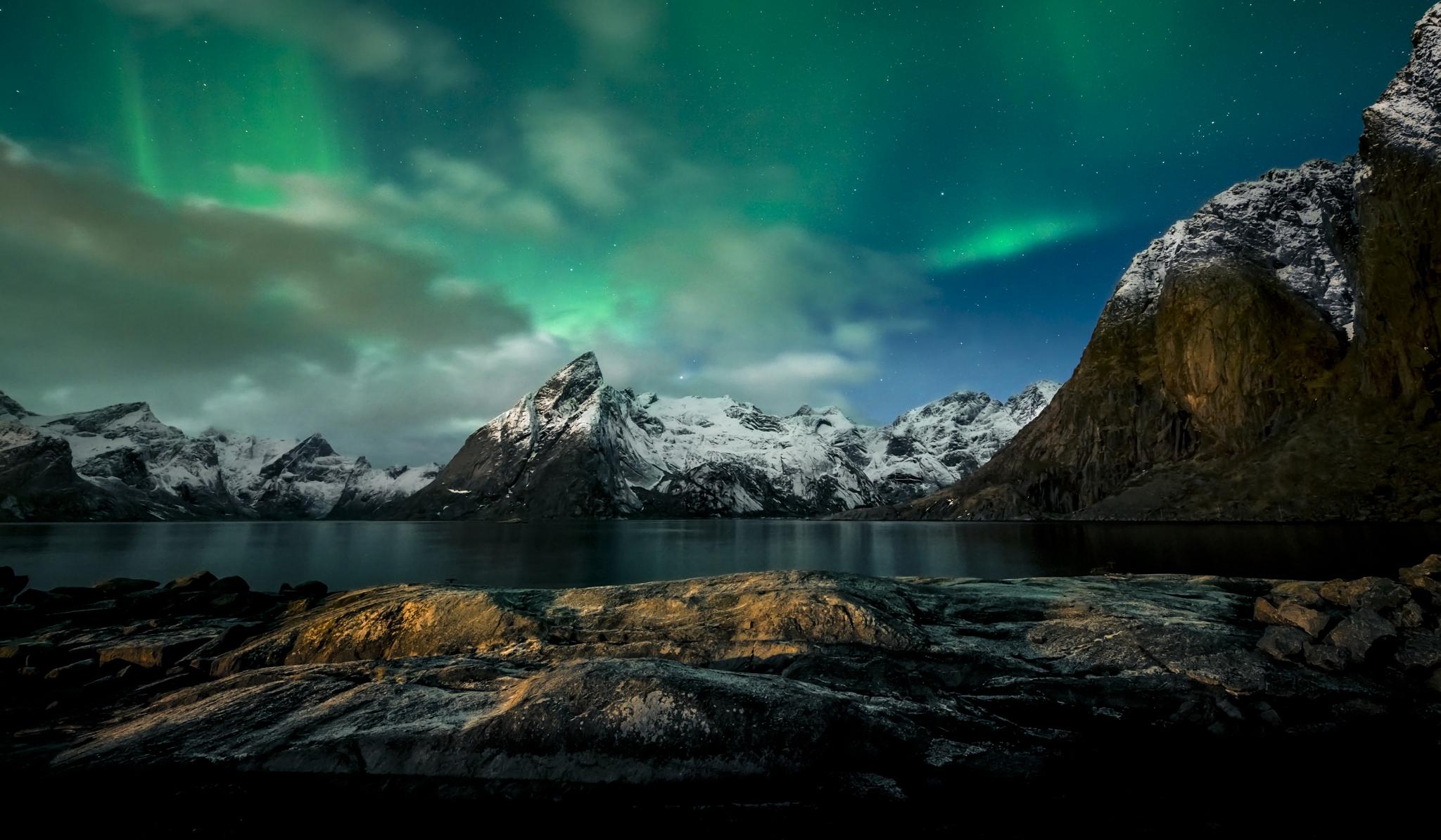Aurora Borealis And Mountain Hd Wallpapers Wallpaper Cave