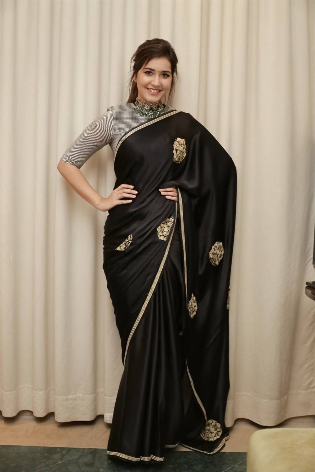 Glamorous Indian Girl Rashi Khanna In Black Saree