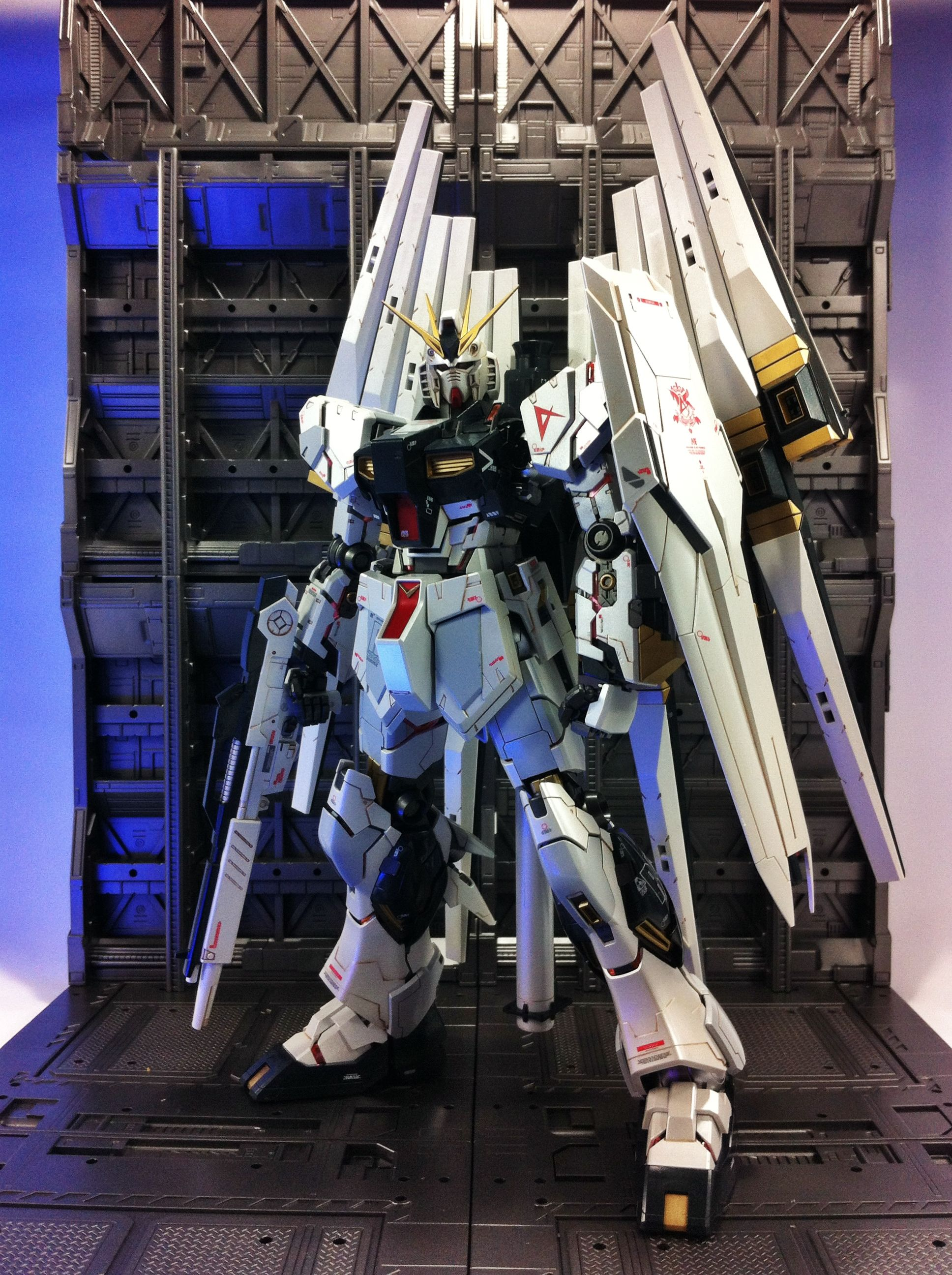 MG 1/100 Nu Gundam Ver.Ka GFT w/Extra Funnel ver.LOW: Photoreview